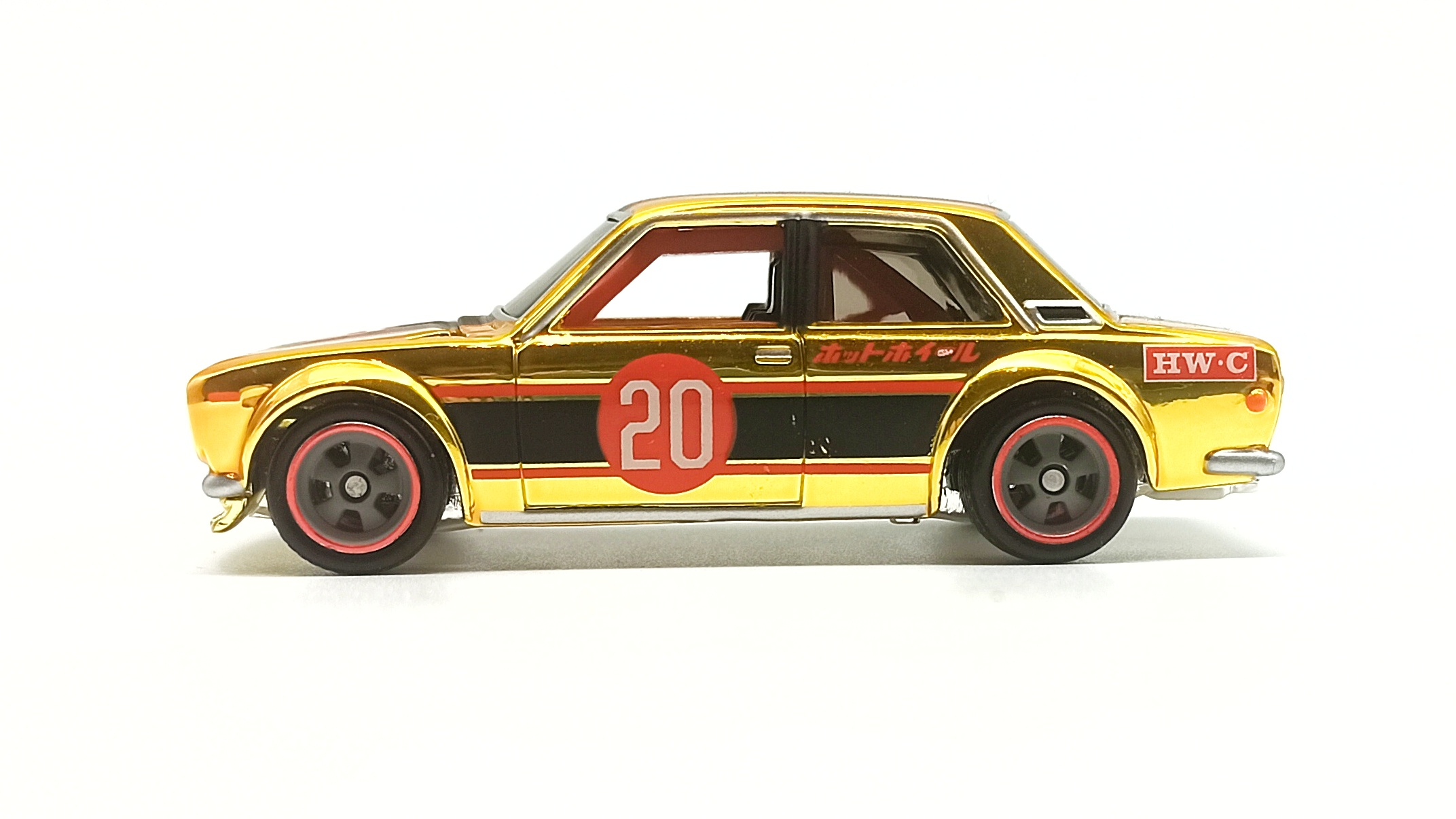 Hot Wheels Datsun Bluebird 510 (DTH32) 2020 RLC Exclusive (1 of 15.000) spectraflame bright yellow gold side view