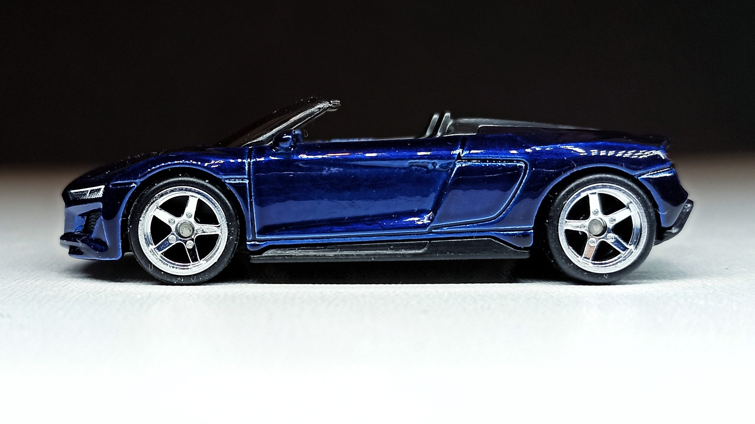 Hot Wheels 2019 Audi R8 Spyder 2021 (211/250) HW Exotics (4/10) indigo blue Super Treasure Hunt (STH) side
