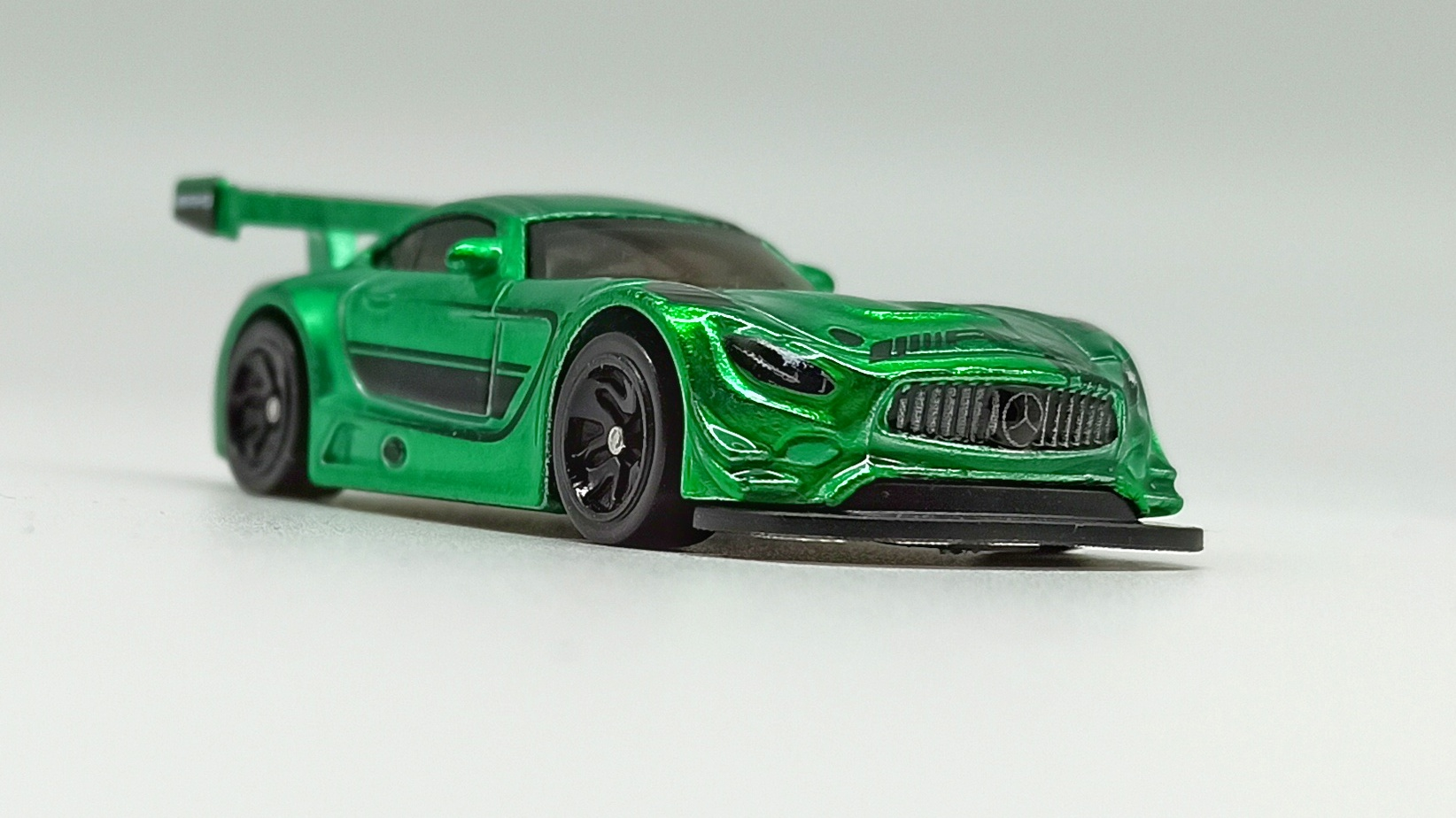 Hot Wheels id '16 Mercedes-AMG GT3 (GML21) 2021 Factory Fresh (03/04) spectraflame green front angle