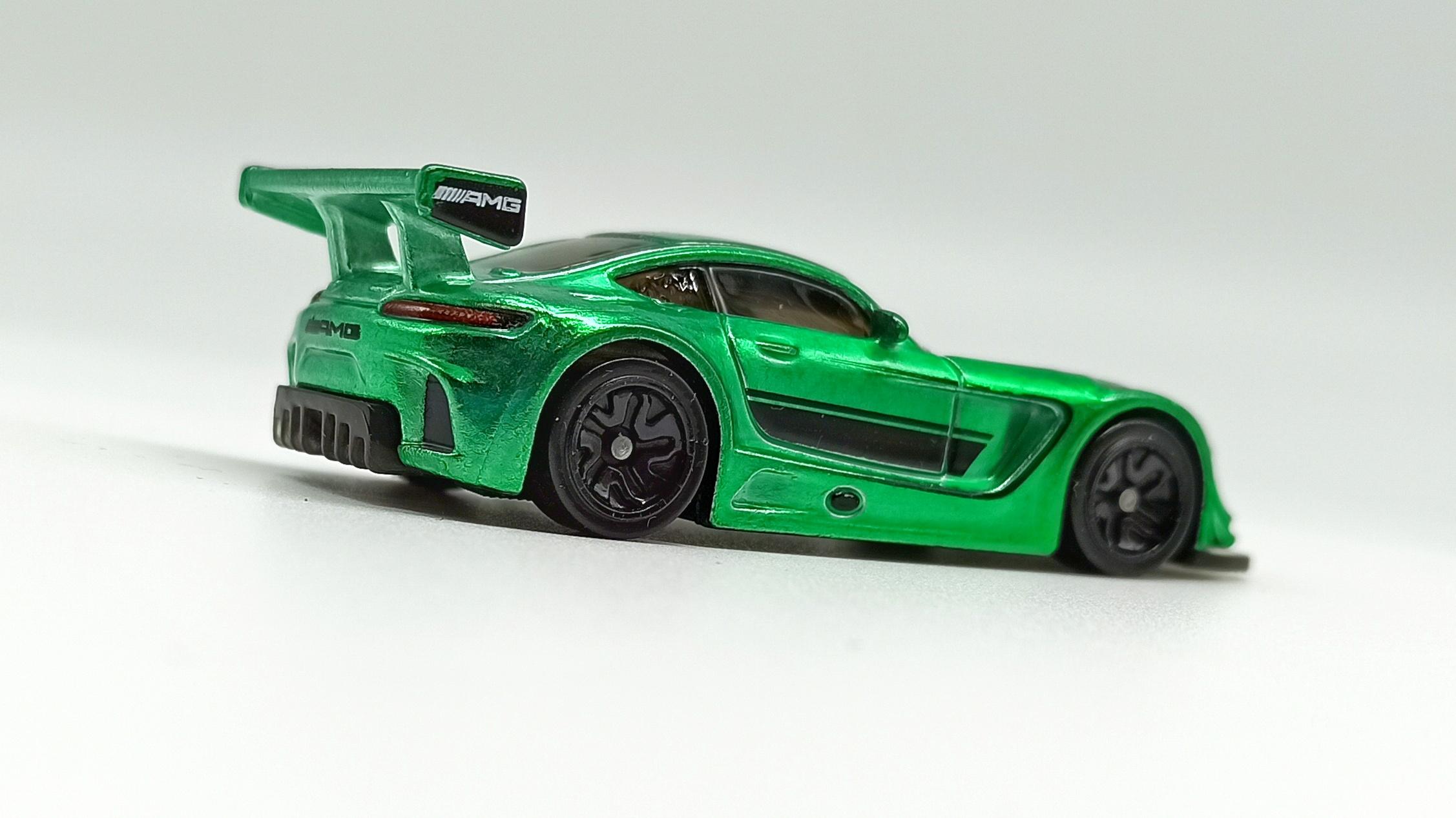 Hot Wheels id '16 Mercedes-AMG GT3 (GML21) 2021 Factory Fresh (03/04) spectraflame green side angle