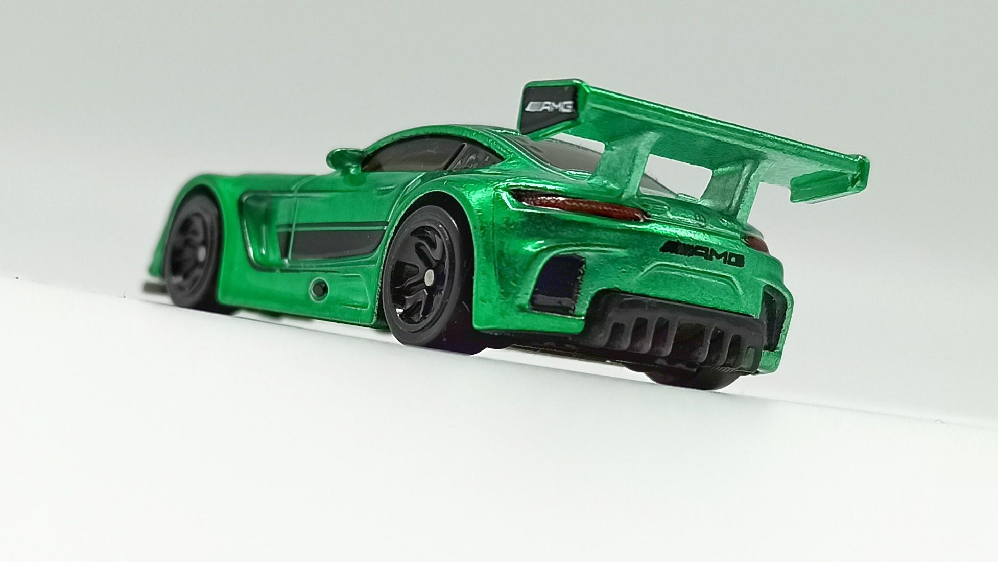 Hot Wheels id '16 Mercedes-AMG GT3 (GML21) 2021 Factory Fresh (03/04) spectraflame green back angle