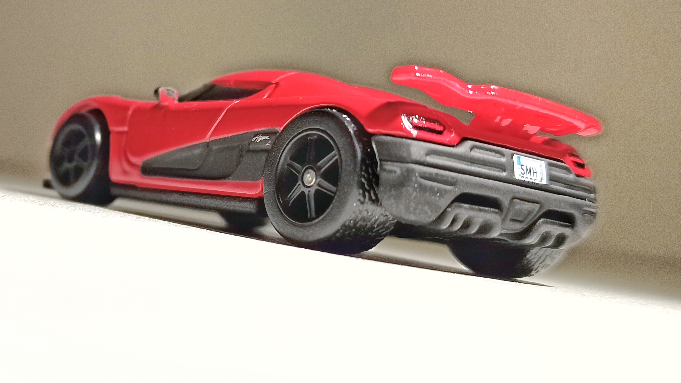 Hot Wheels Entertainment Koenigsegg Agera R (BDT86) 2014 Need for Speed red back angle