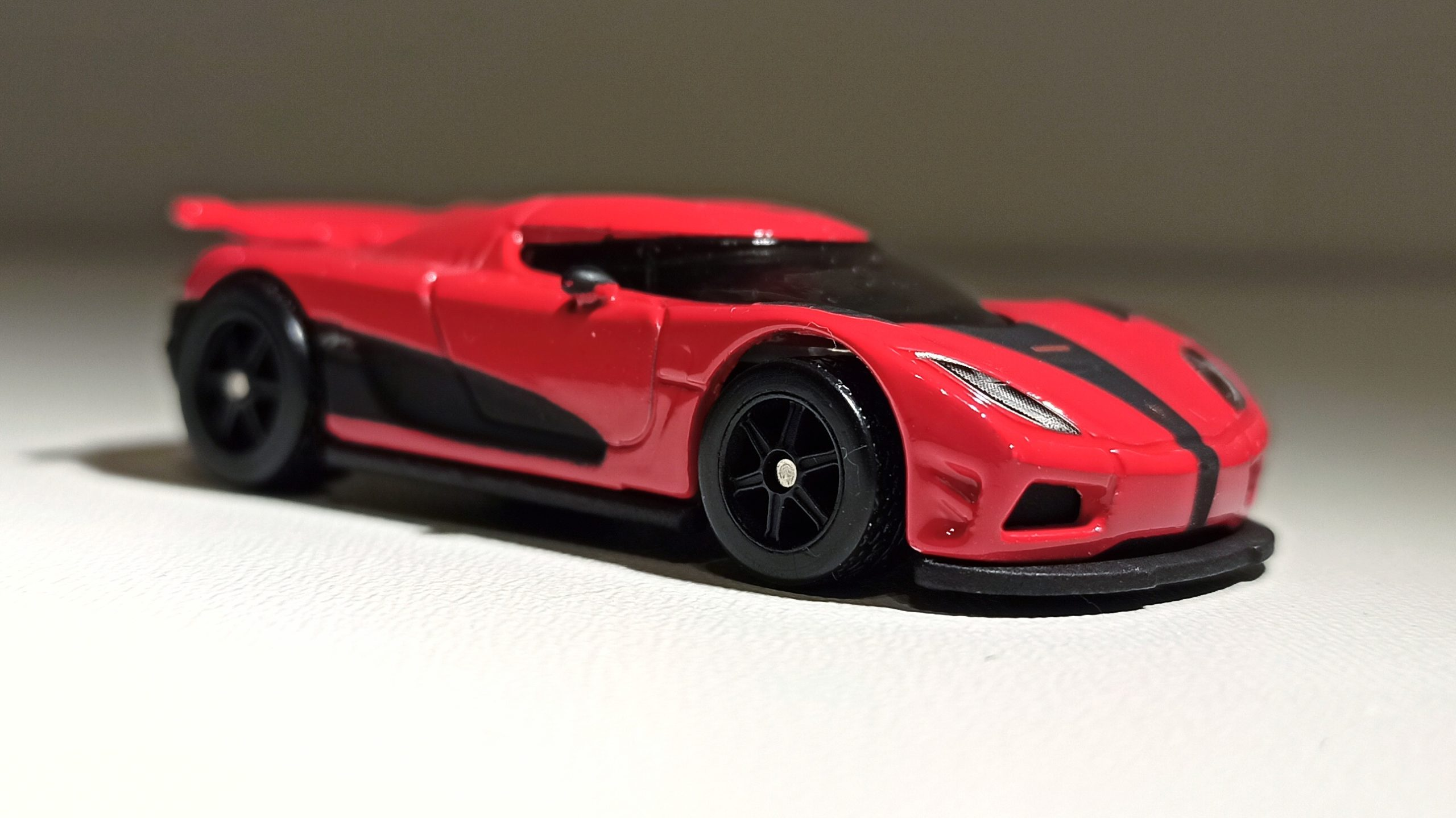 Hot Wheels Entertainment Koenigsegg Agera R (BDT86) 2014 Need for Speed red side angle