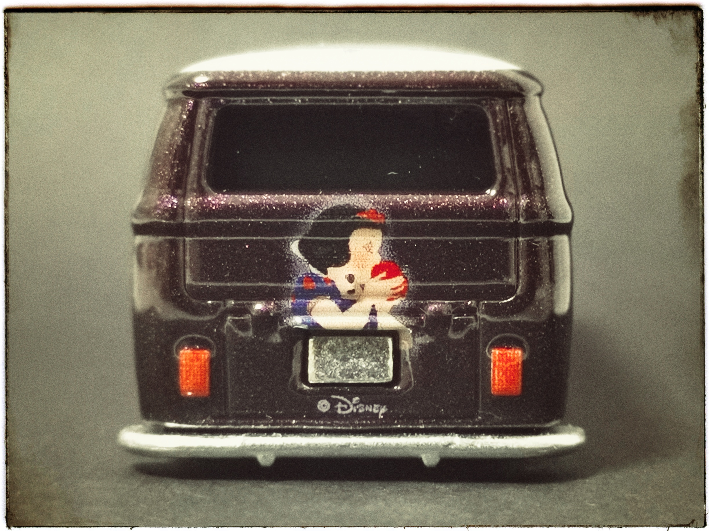 Hot Wheels Volkswagen T1 Panel Bus (FKY34) 2018 Pop Culture: Disney Snow White (1/5) metallic purple VW back