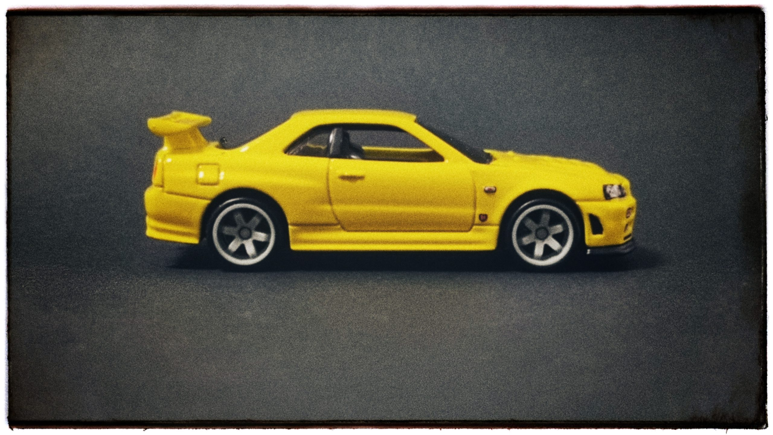 Hot Wheels 33rd Annual Collectors Convention Nissan Skyline GT-R (R34) 2019 yellow side