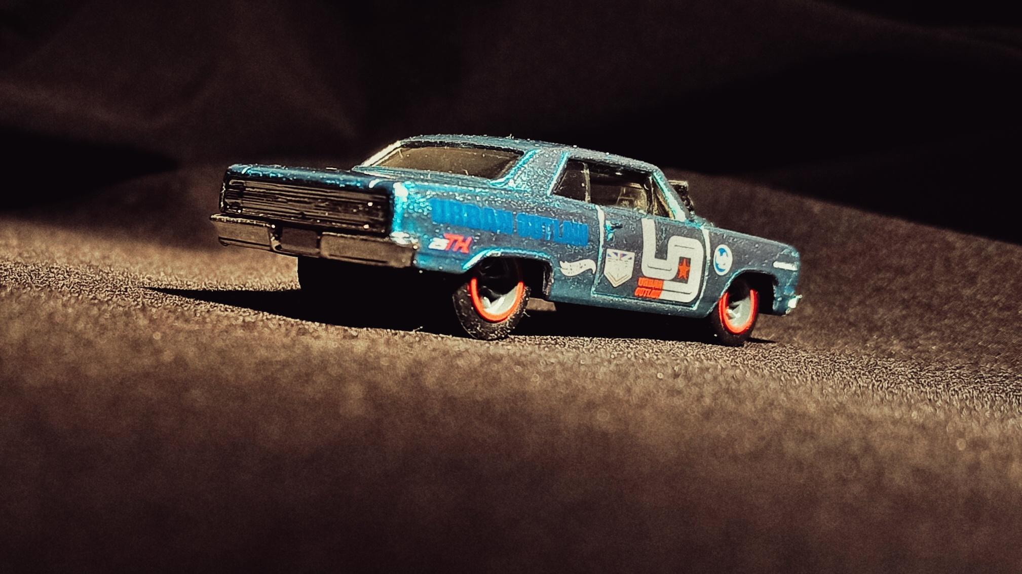 Hot Wheels '64 Chevy Chevelle SS (GHG25) 2020 (247/250) Nightburnerz (10/10) spectraflame light blue Magnus Walker Urban Outlaw Super Treasure Hunt (STH) side angle