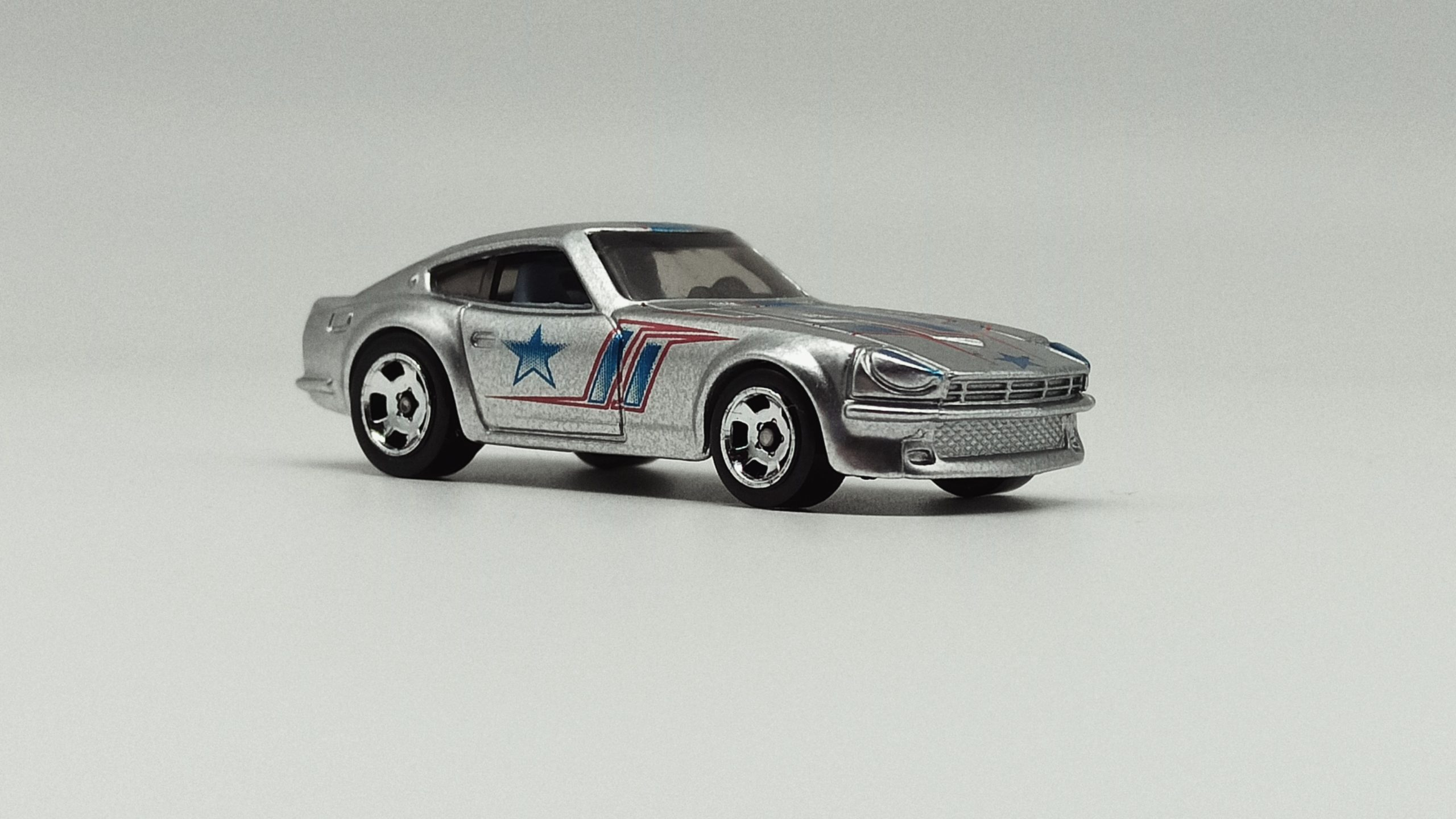 Hot Wheels Datsun 240Z (BDR47) 2014 Cool Classics Series 2 (26/30) spectrafrost silver front angle