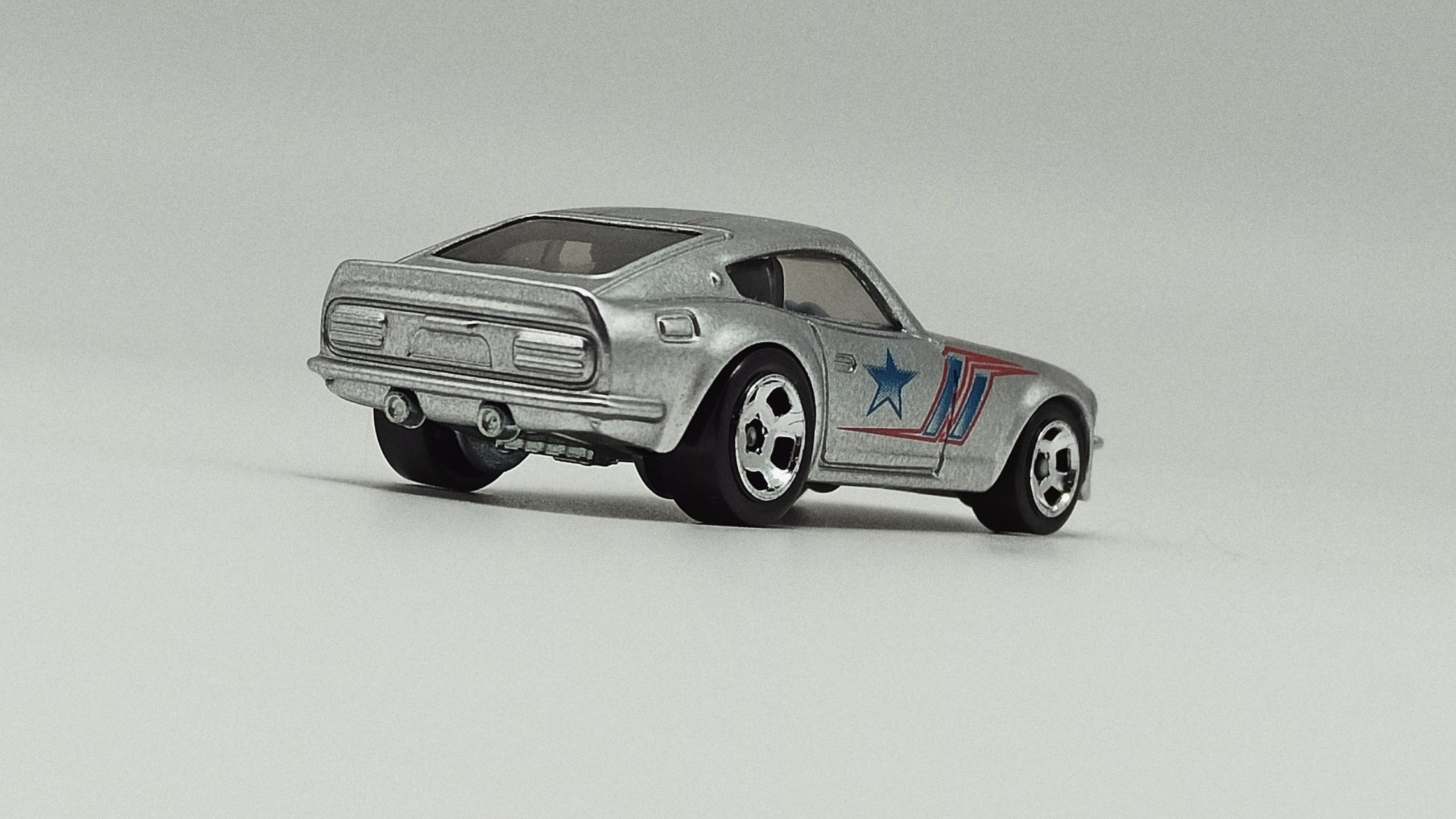 Hot Wheels Datsun 240Z (BDR47) 2014 Cool Classics Series 2 (26/30) spectrafrost silver back angle