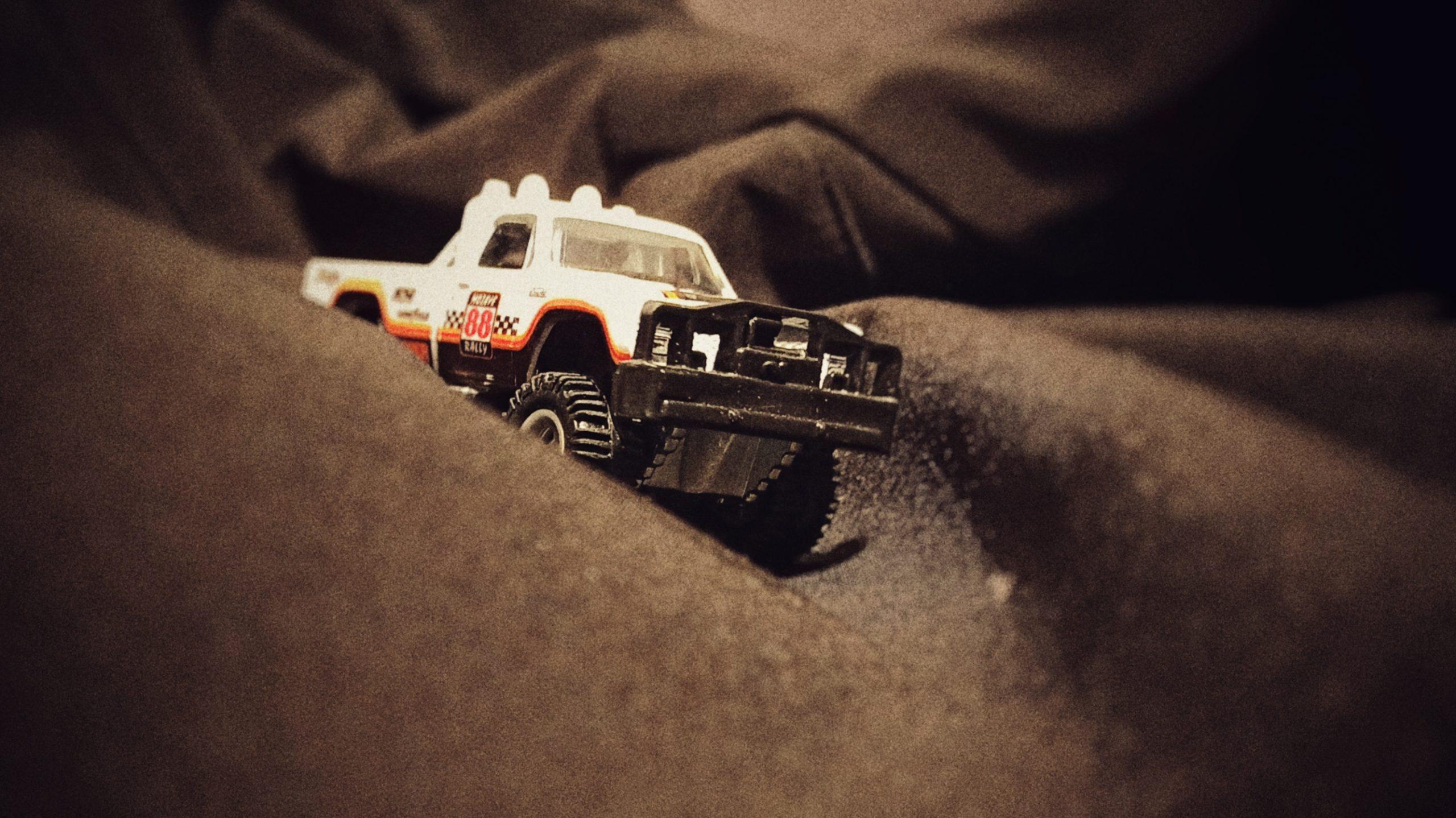 Hot Wheels 1980 Dodge Macho Power Wagon (FYN73) 2019 Car Culture: Desert Rally (2/5) white side angle