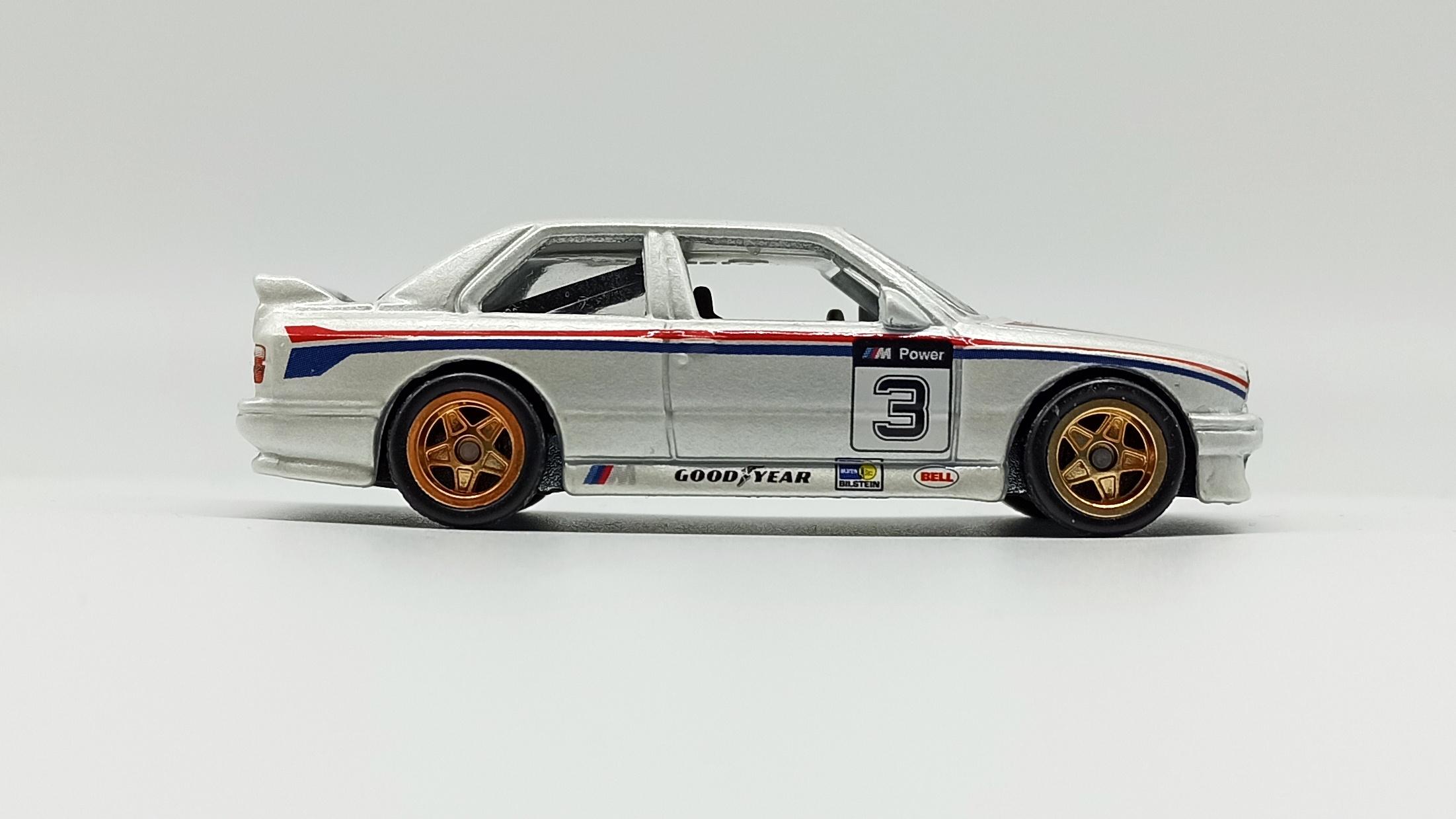 Hot Wheels Racing: Road Racer '92 BMW M3 (W8303) 2012 metalflake white side