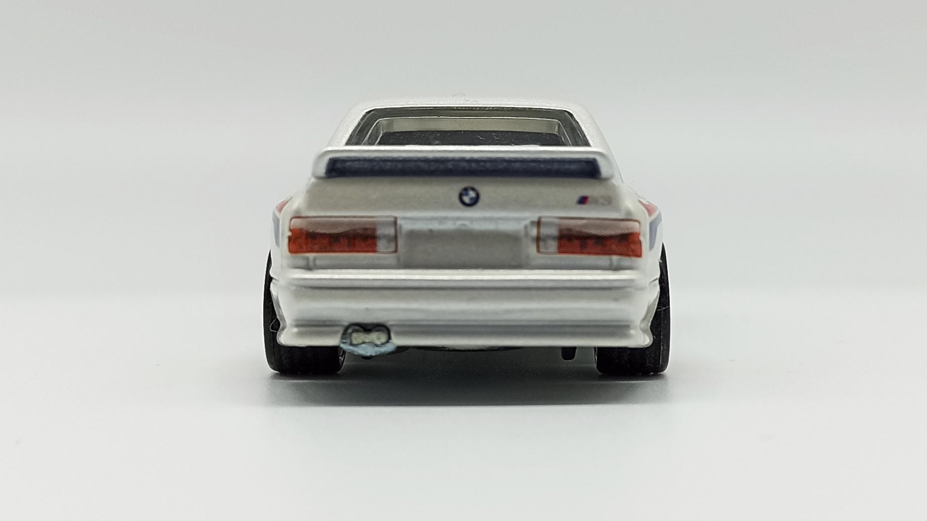 Hot Wheels Racing: Road Racer '92 BMW M3 (W8303) 2012 metalflake white back