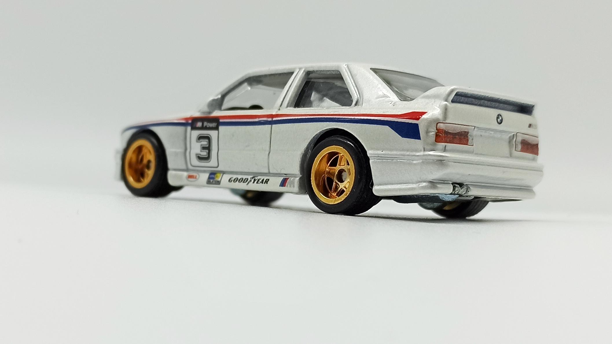 Hot Wheels Racing: Road Racer '92 BMW M3 (W8303) 2012 metalflake white side angle