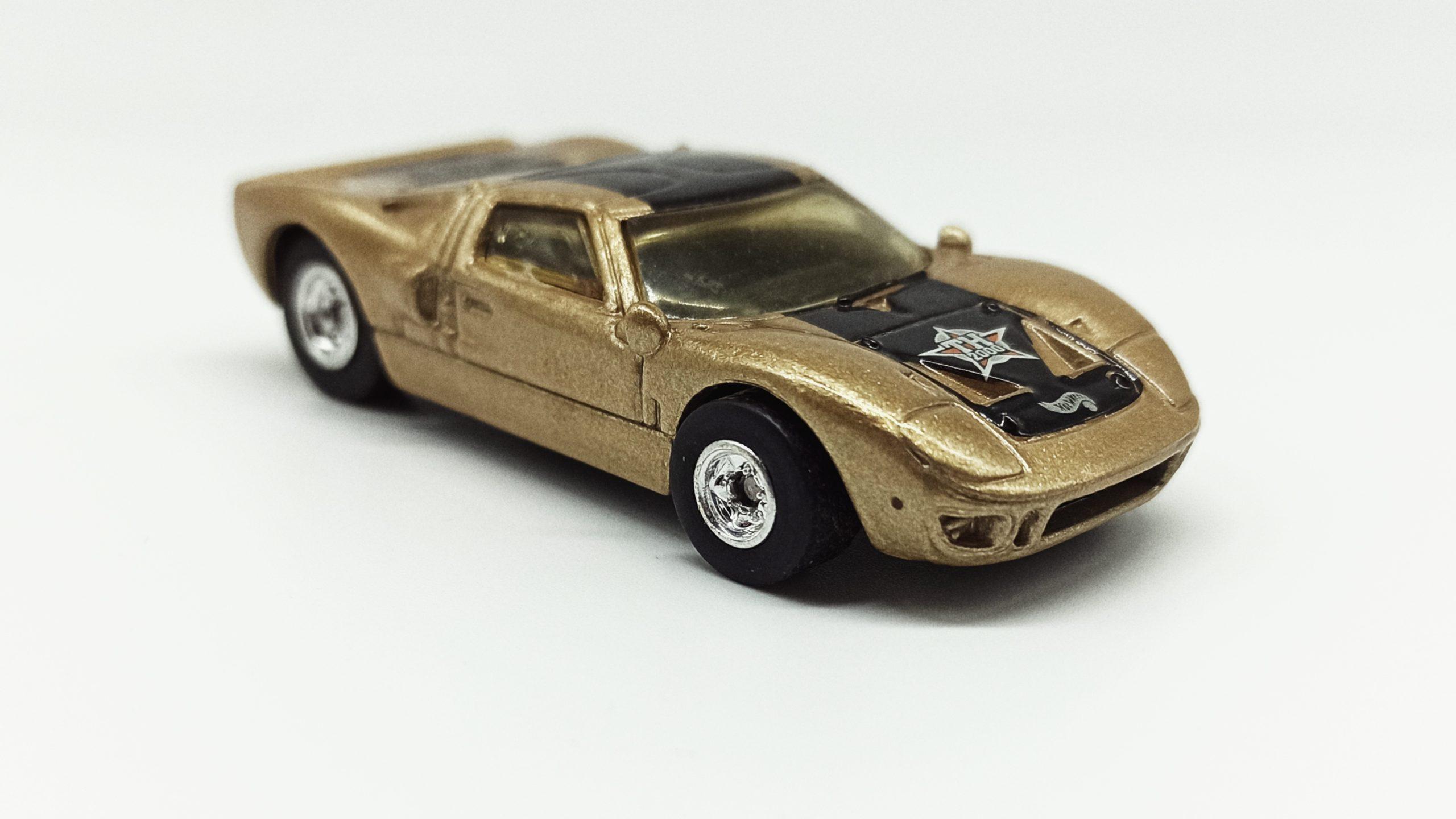 Hot Wheels Ford GT-40 (26381) 2000 59 Treasure Hunts (11/12) metalflake gold side angle