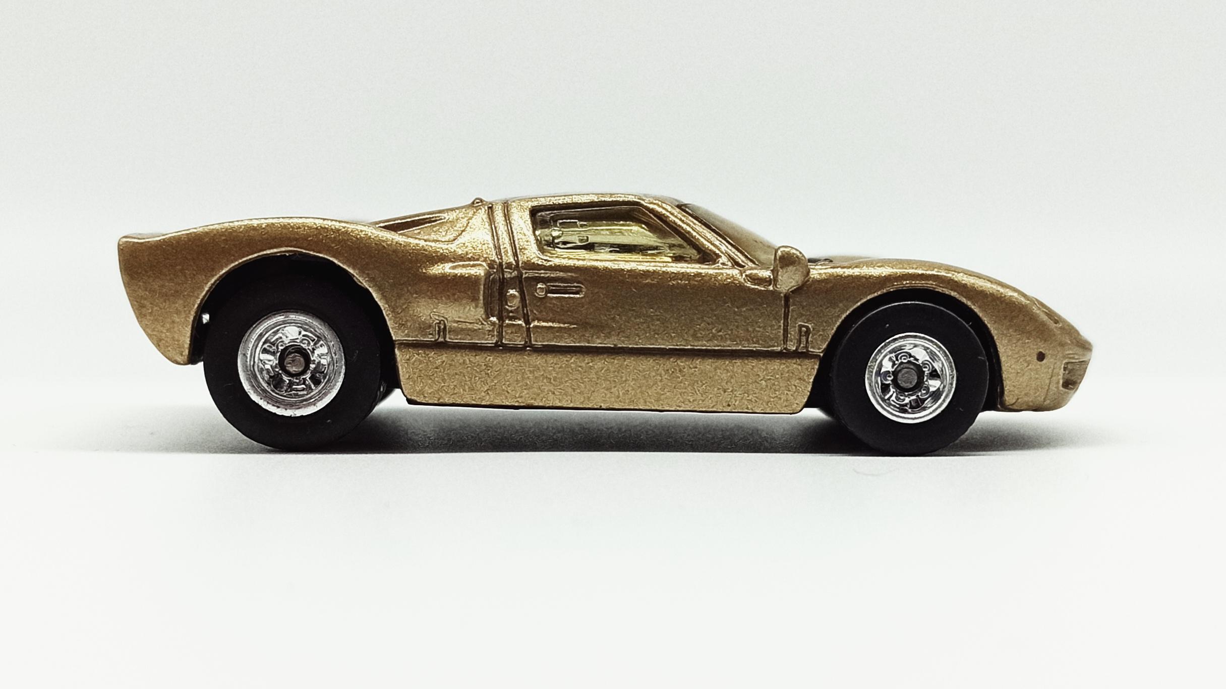 Hot Wheels Ford GT-40 (26381) 2000 59 Treasure Hunts (11/12) metalflake gold side
