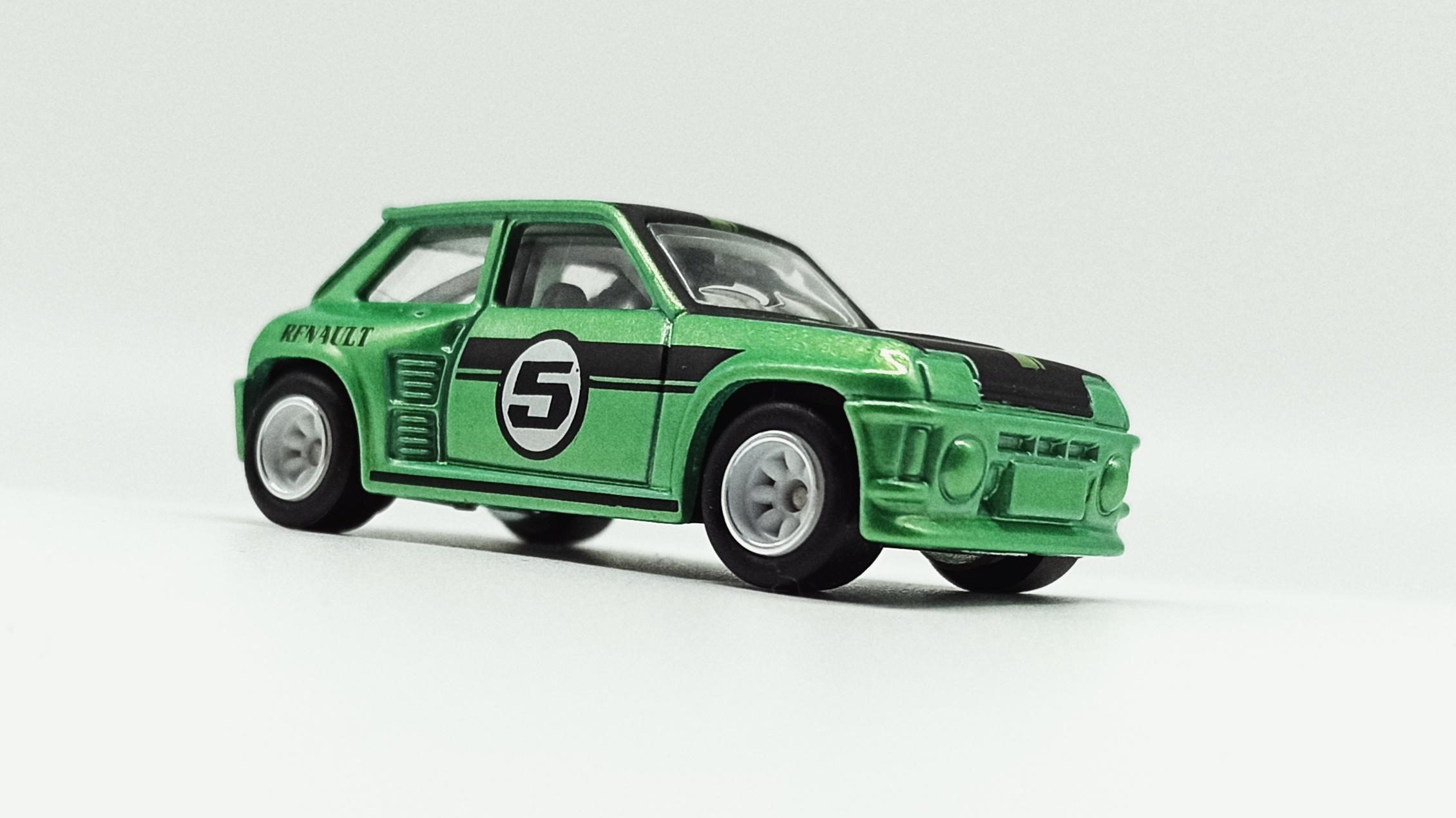 Hot Wheels Renault 5 Turbo (X8244) 2013 Boulevard metalflake green front angle