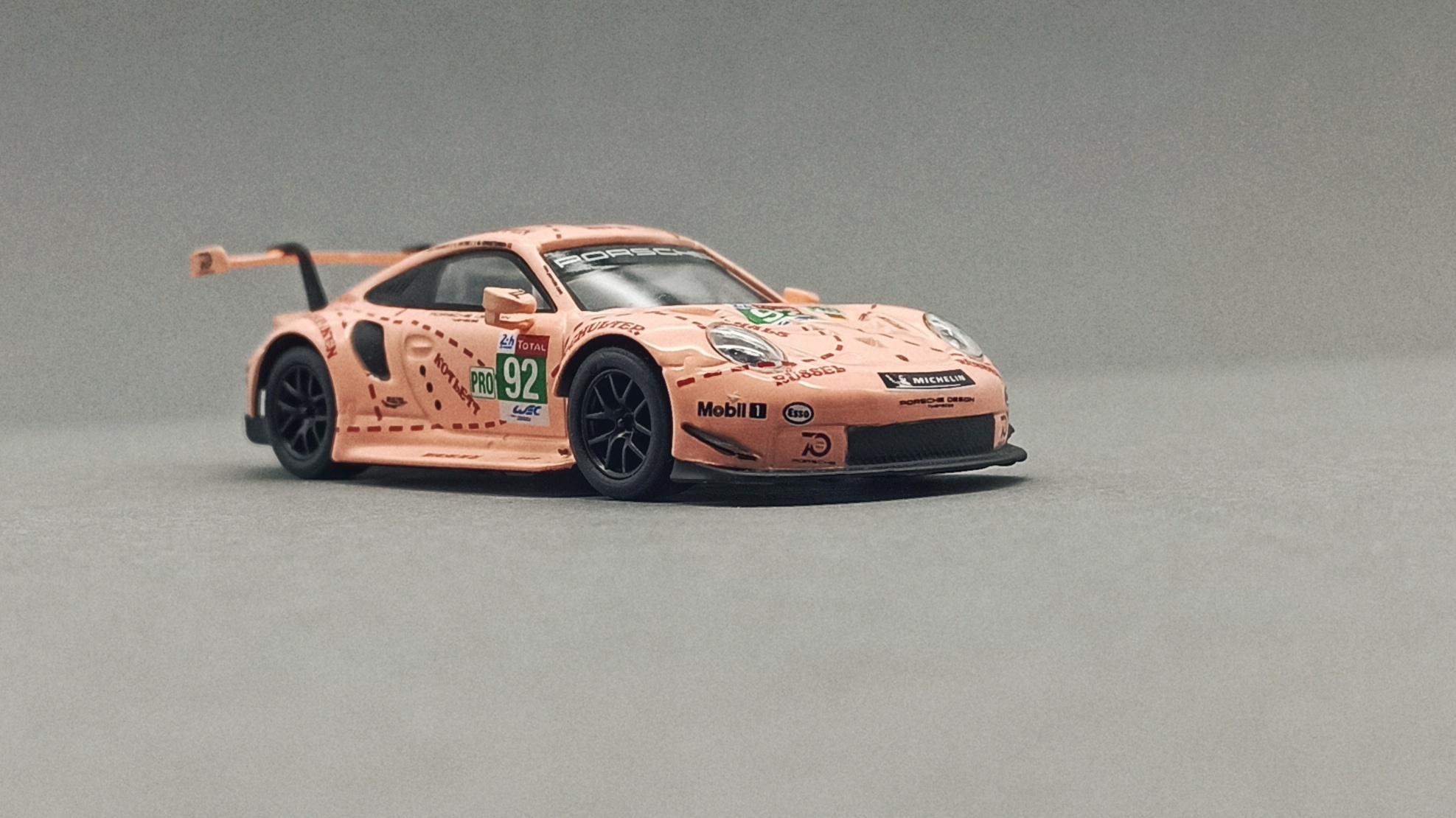 Spark Models Porsche 911 RSR (Y122) 2018 pink (pig tribute) Sparky front angle