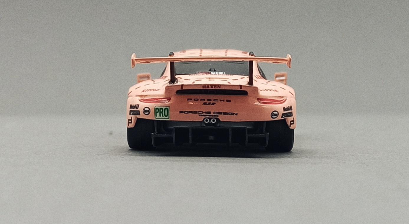 Spark Models Porsche 911 RSR (Y122) 2018 pink (pig tribute) Sparky back