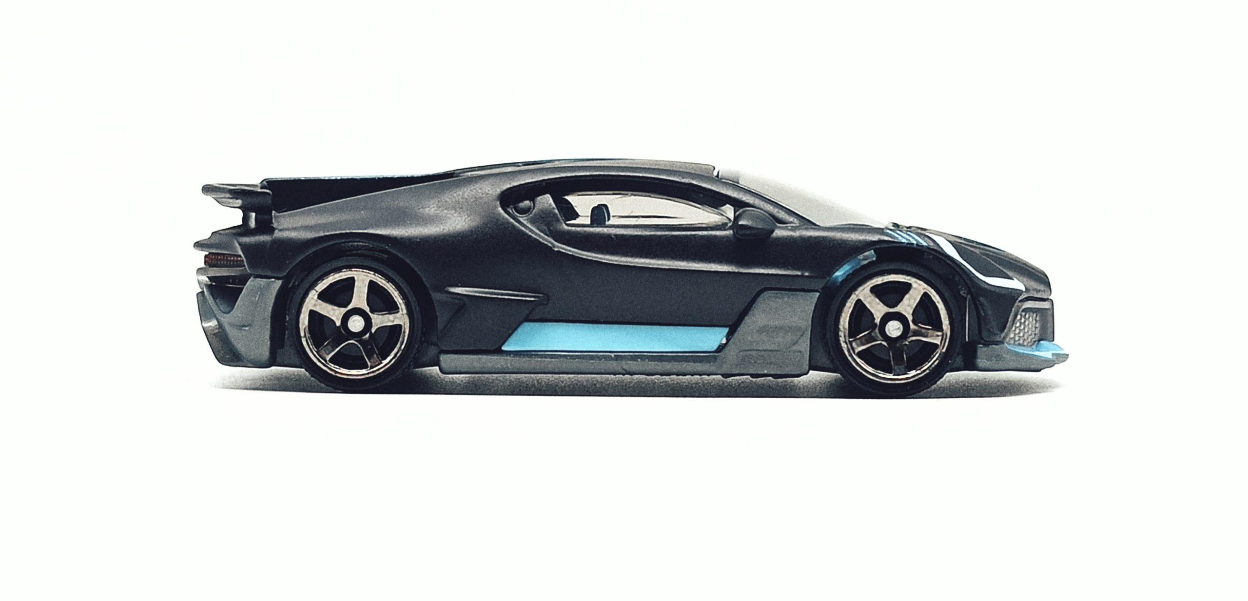 Matchbox 2018 Bugatti Divo (MB39) 2021 MBX Showroom matte black side