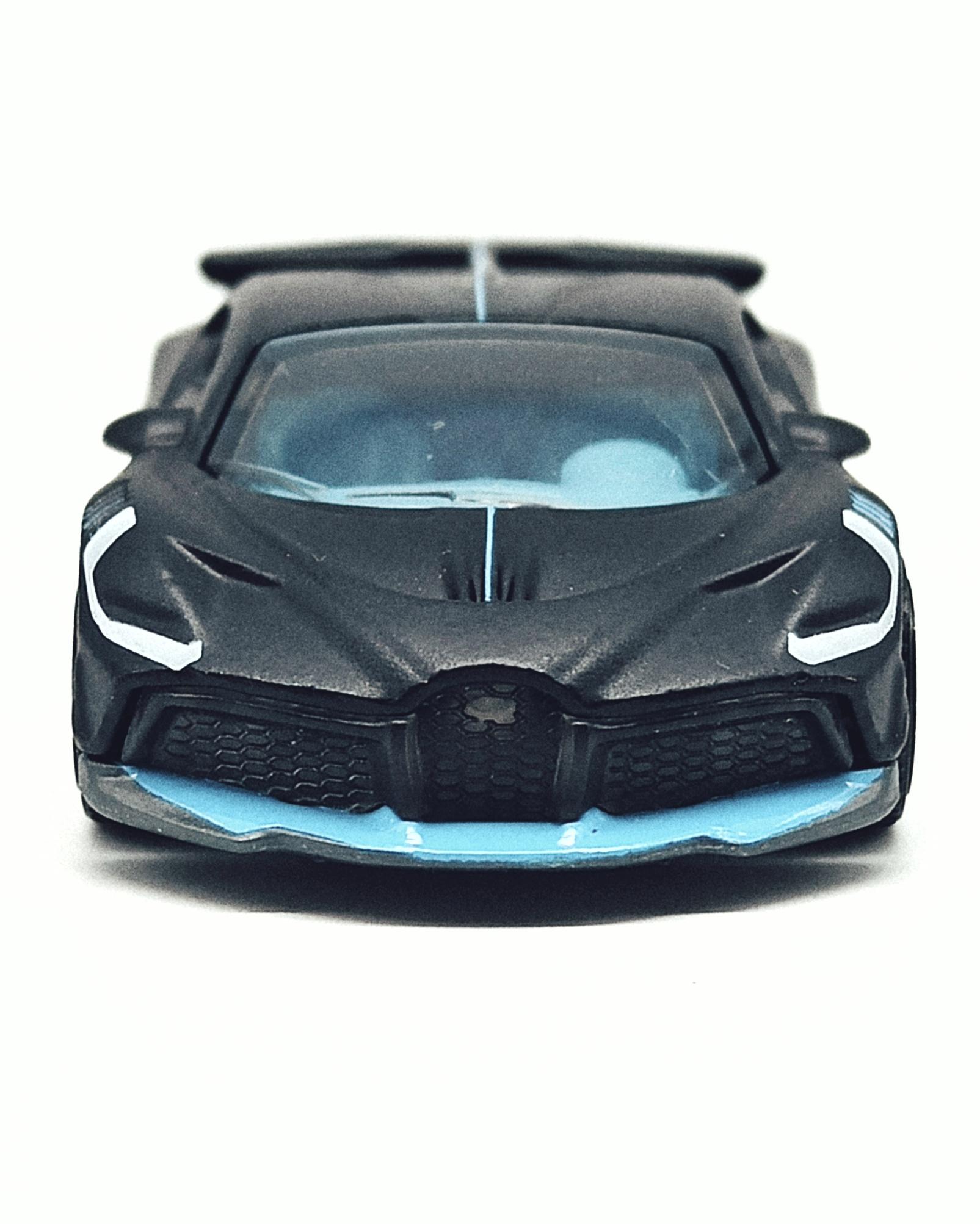 Matchbox 2018 Bugatti Divo (MB39) 2021 MBX Showroom matte black front