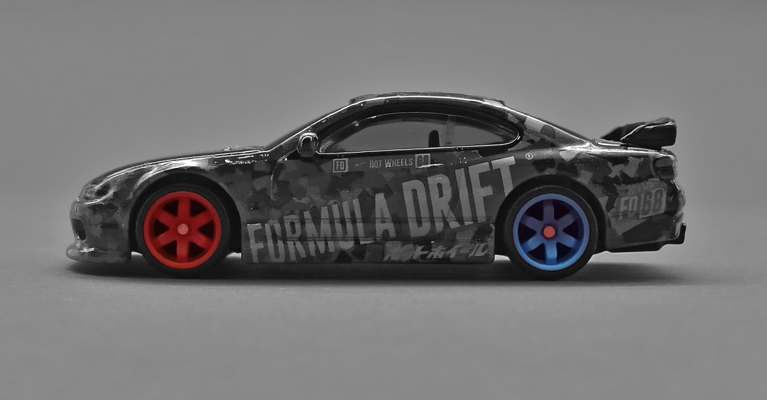 Hot Wheels Nissan Silvia S15 2018 model (GRB46) 2020 Hot Wheels Boulevard #7 Formula Drift red & blue black side