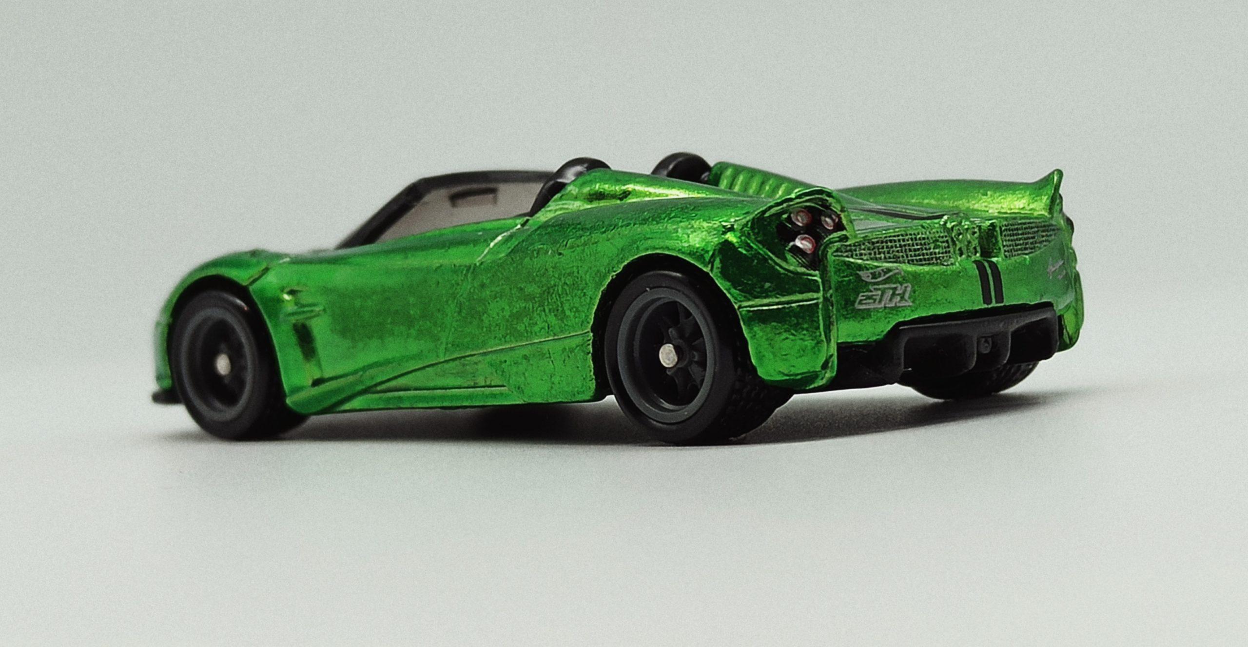 Hot Wheels '17 Pagani Huayra Roadster (GHG21) 2020 (241/250) HW Roadsters (5/5) spectraflame green Super Treasure Hunt (STH) back angle