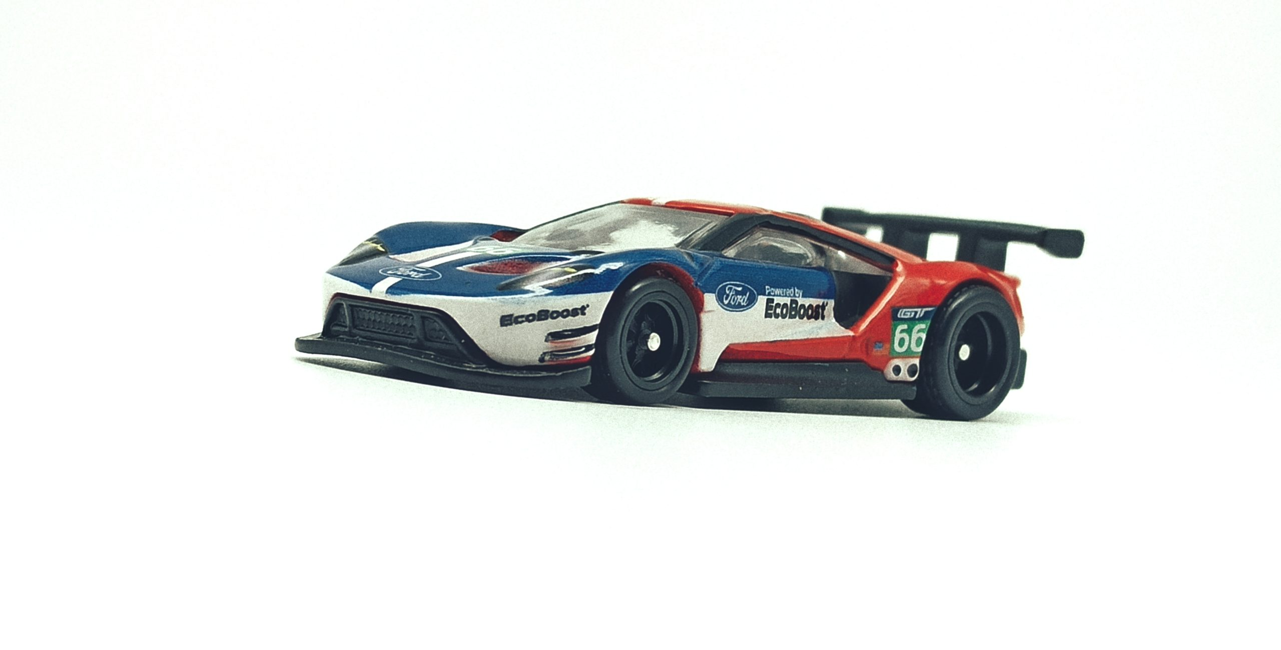 Hot Wheels 2016 Ford GT Race (FLC26) 2018 Car Culture: Circuit Legends (4/5) red & blue side angle