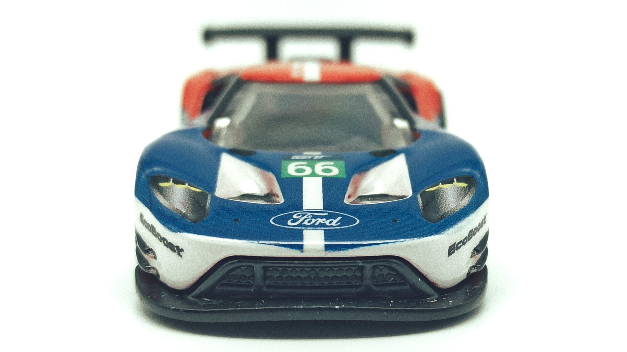 Hot Wheels 2016 Ford GT Race (FLC26) 2018 Car Culture: Circuit Legends (4/5) red & blue front