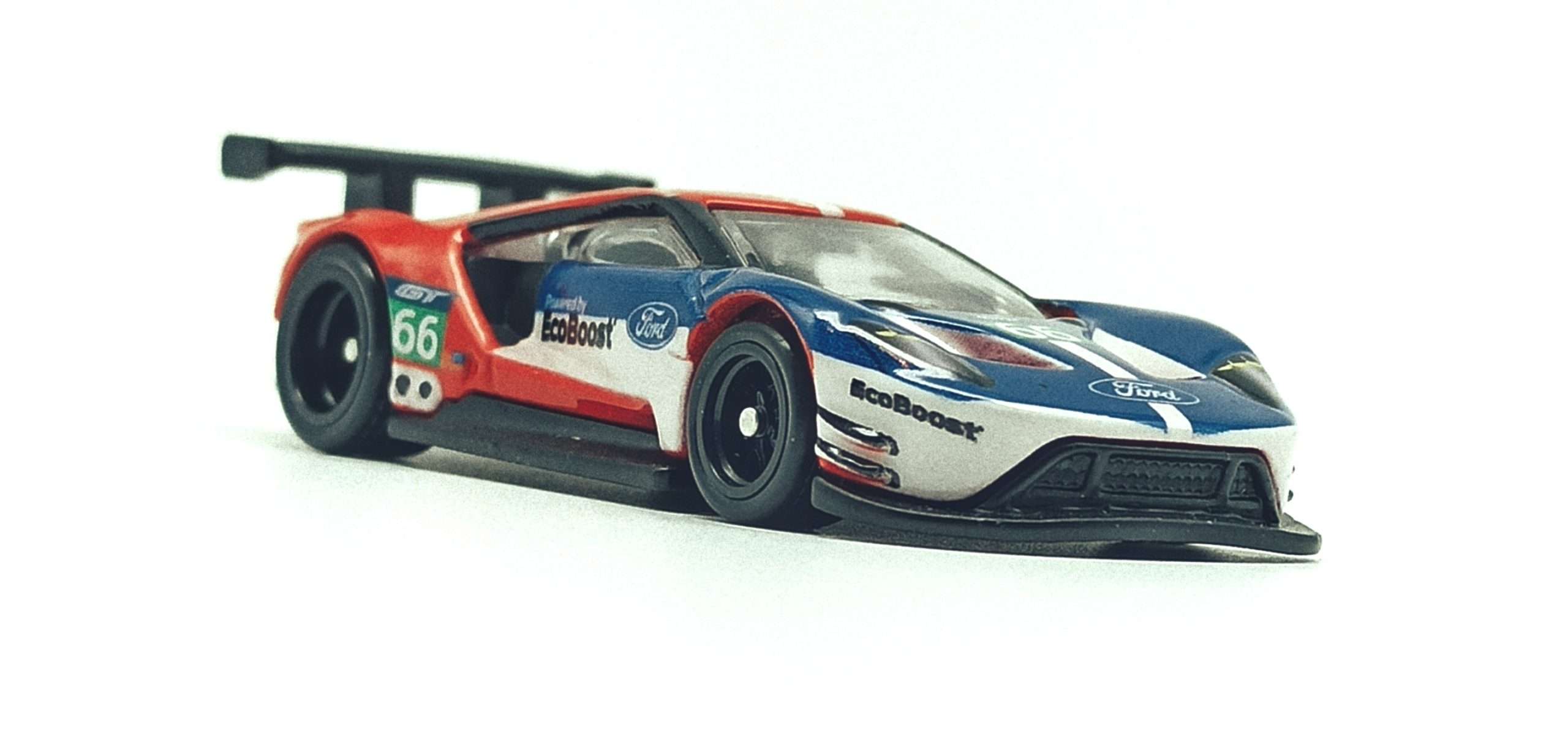 Hot Wheels 2016 Ford GT Race (FLC26) 2018 Car Culture: Circuit Legends (4/5) red & blue front angle