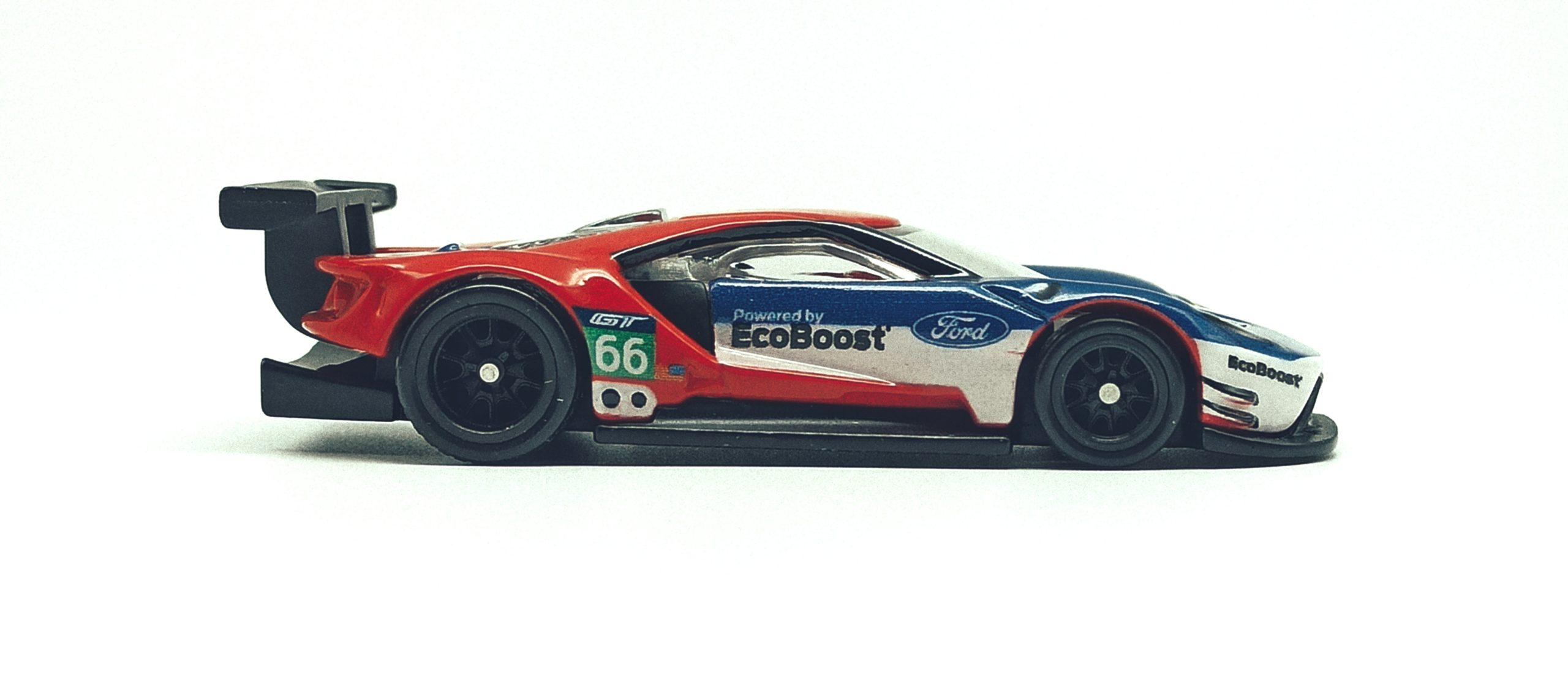 Hot Wheels 2016 Ford GT Race (FLC26) 2018 Car Culture: Circuit Legends (4/5) red & blue side