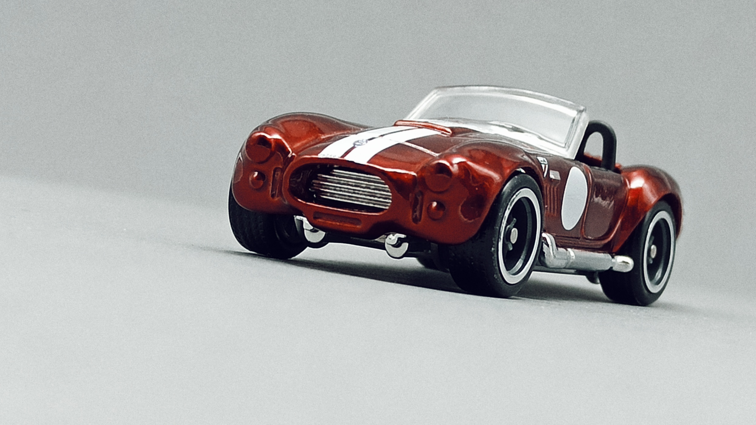 Hot Wheels Classic Cobra (Shelby Cobra 427 S/C) (GTD13) 2021 (250/250) Muscle Mania (10/10) spectraflame red Super Treasure Hunt (STH) front angle