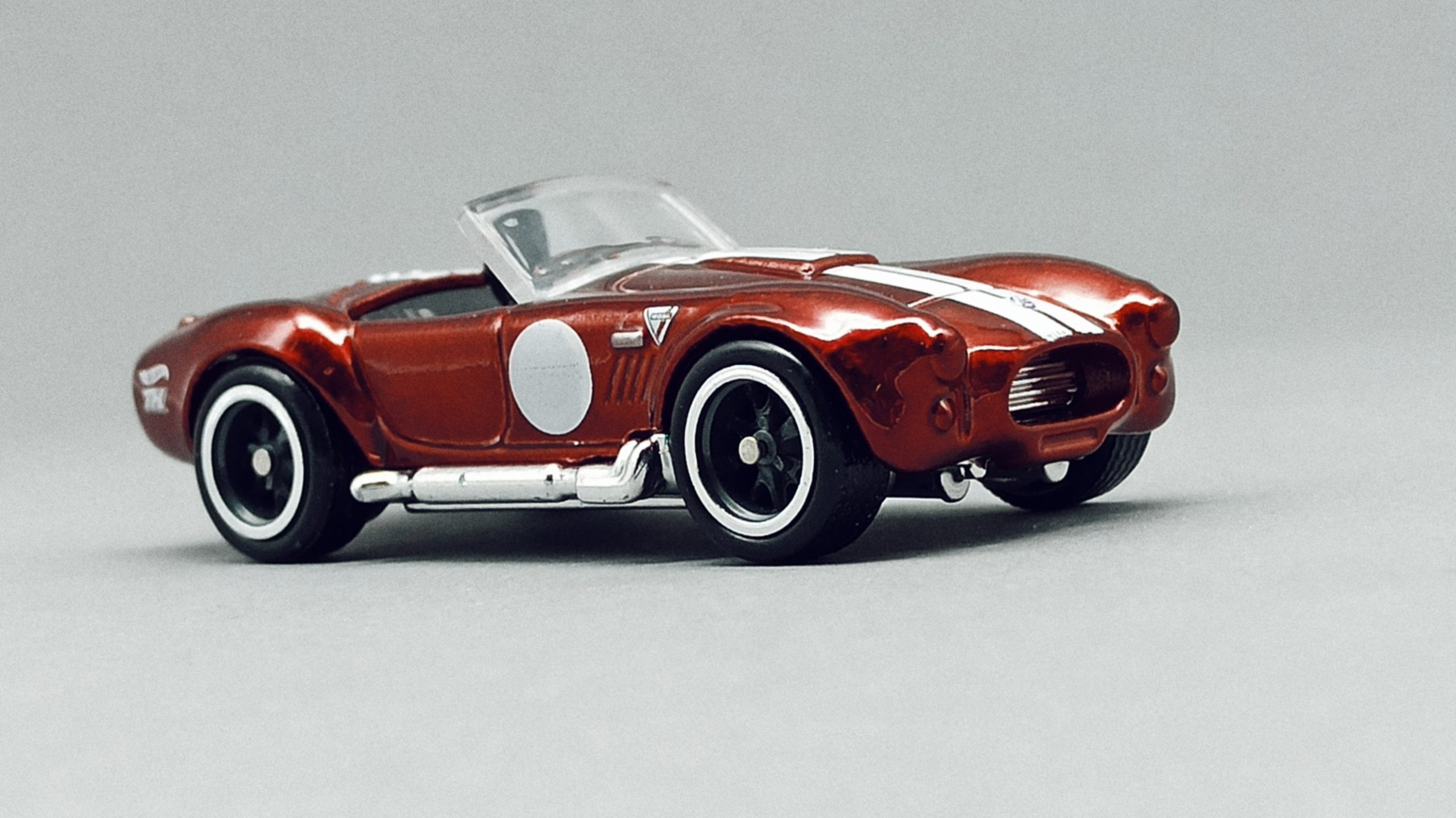Hot Wheels Classic Cobra (Shelby Cobra 427 S/C) (GTD13) 2021 (250/250) Muscle Mania (10/10) spectraflame red Super Treasure Hunt (STH) side angle