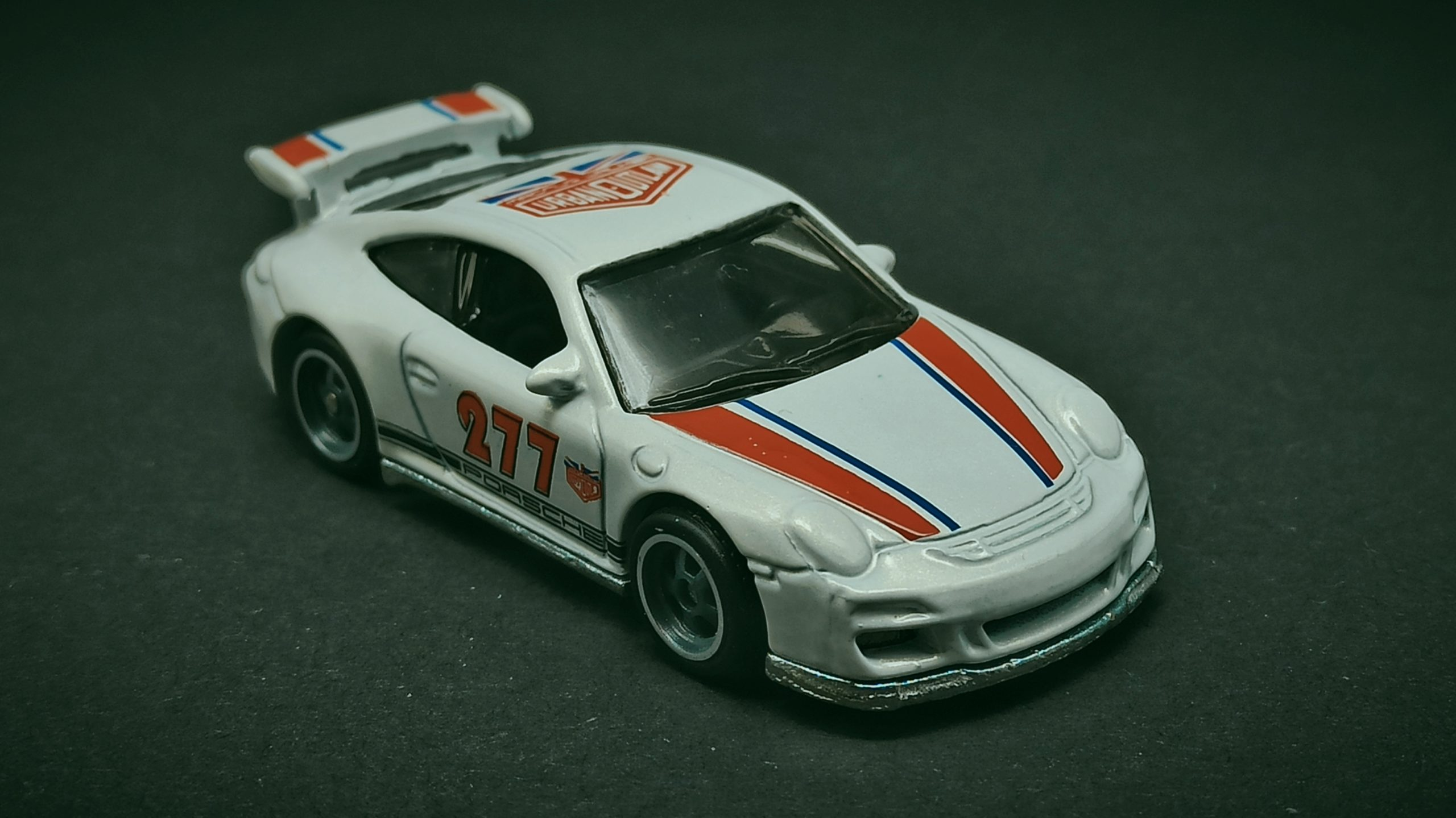 Hot Wheels Porsche 911 GT3 RS (2011 model) (DJF85) 2016 Car Culture: Euro Style (2/5) pearl white Magnus Walker Urban Outlaw front angle