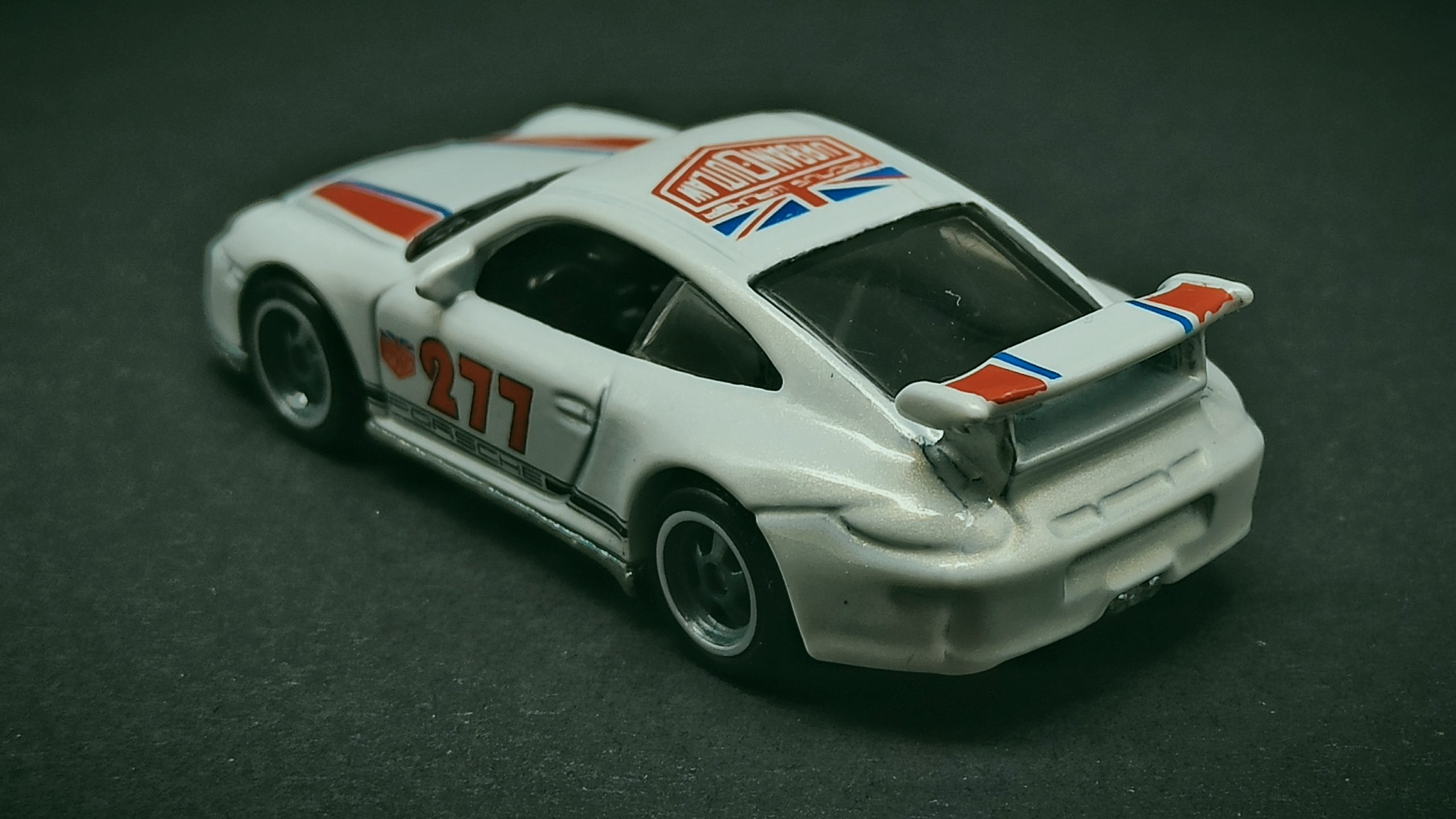 Hot Wheels Porsche 911 GT3 RS (2011 model) (DJF85) 2016 Car Culture: Euro Style (2/5) pearl white Magnus Walker Urban Outlaw back angle