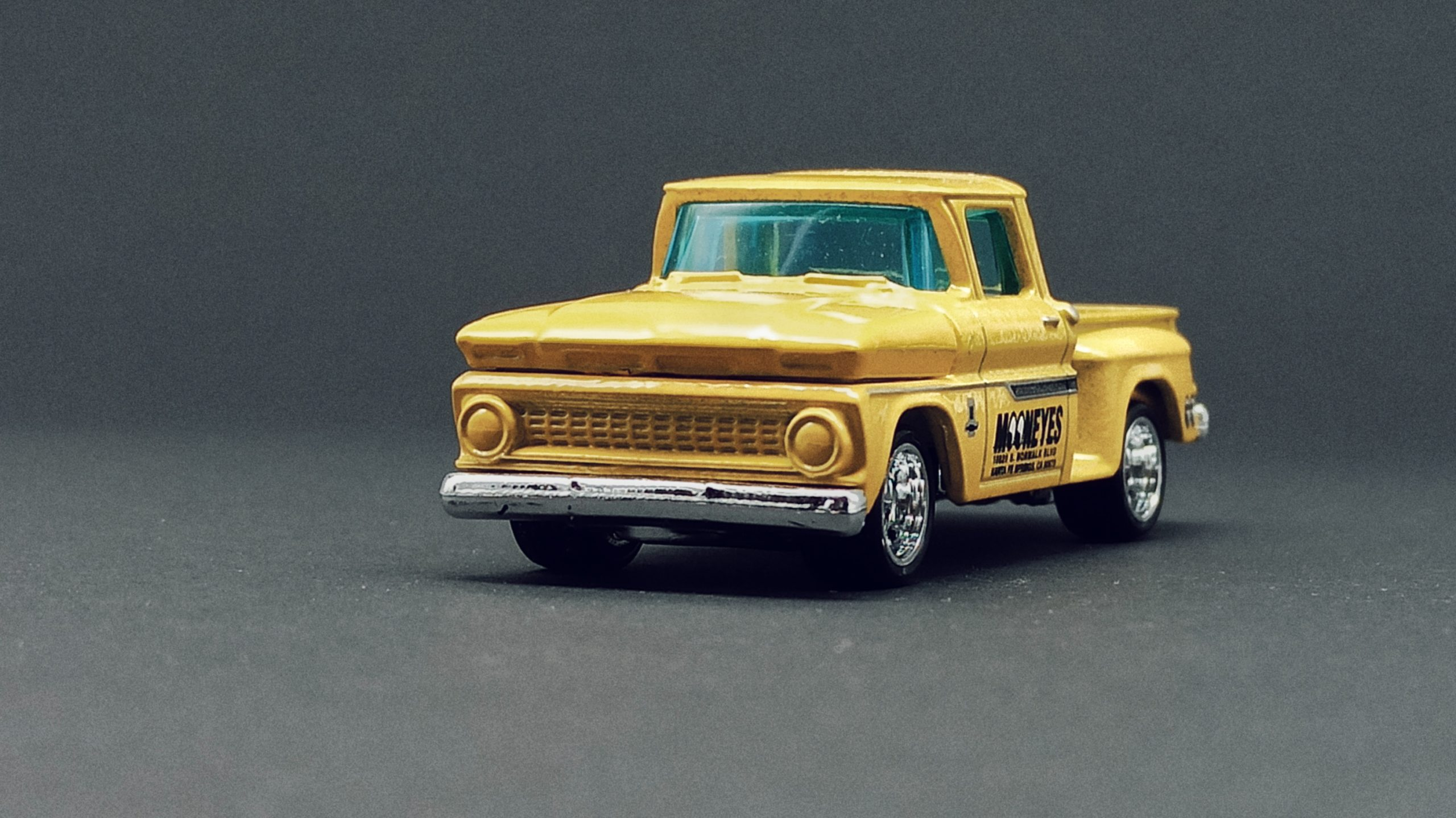 Matchbox Collectors Series '63 Chevy C10 Pickup Truck 1963 (GRK24) 2021 (3/20) yellow (Mooneyes) front angle