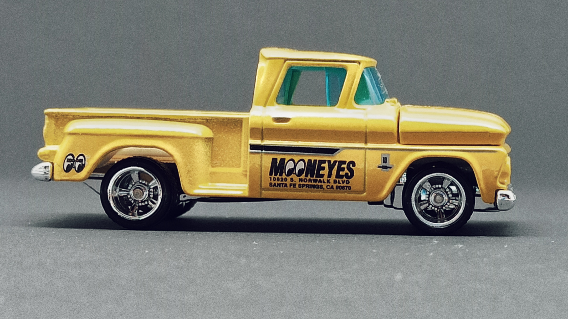Matchbox Collectors Series '63 Chevy C10 Pickup Truck 1963 (GRK24) 2021 (3/20) yellow (Mooneyes) side