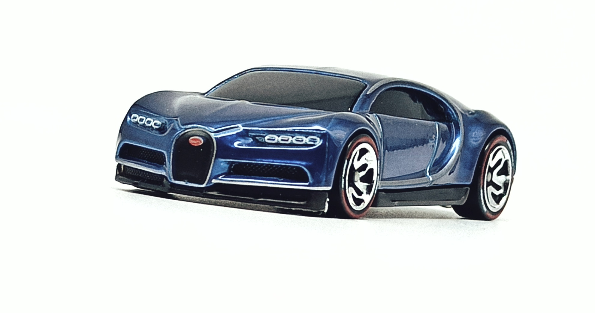 Hot Wheels id '16 Bugatti Chiron (HBG00) 2021 HW Turbo (3/4) spectraflame blue front view
