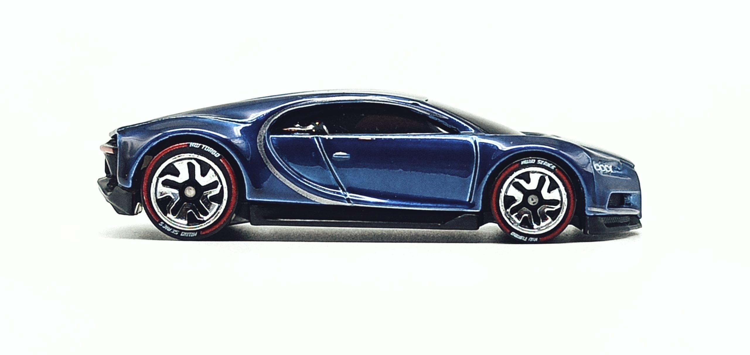 Hot Wheels id '16 Bugatti Chiron (HBG00) 2021 HW Turbo (3/4) spectraflame blue side