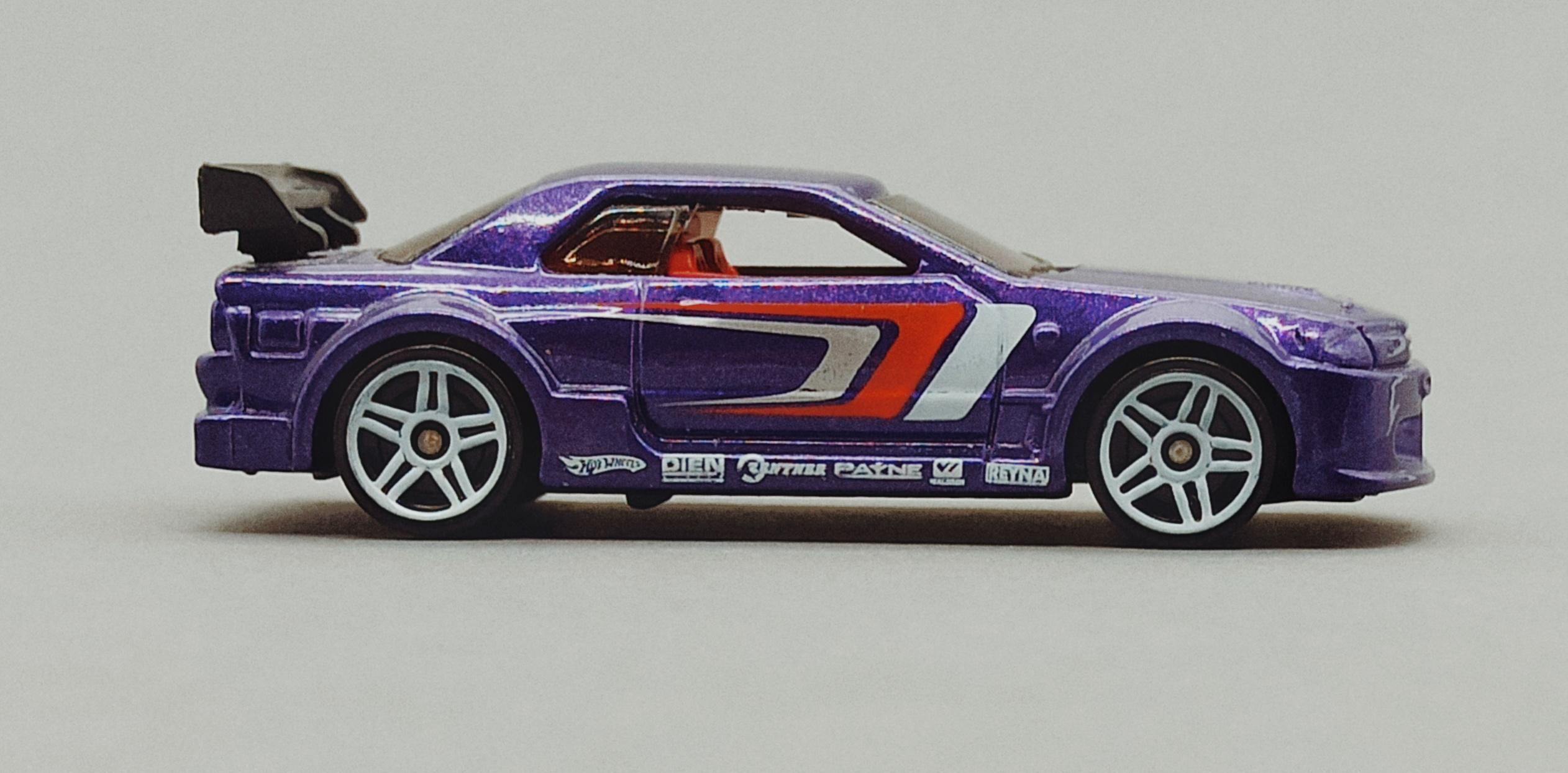 Hot Wheels Nissan Skyline (V0104) 2011 Racing Kits: Street Race (3/12) purple side