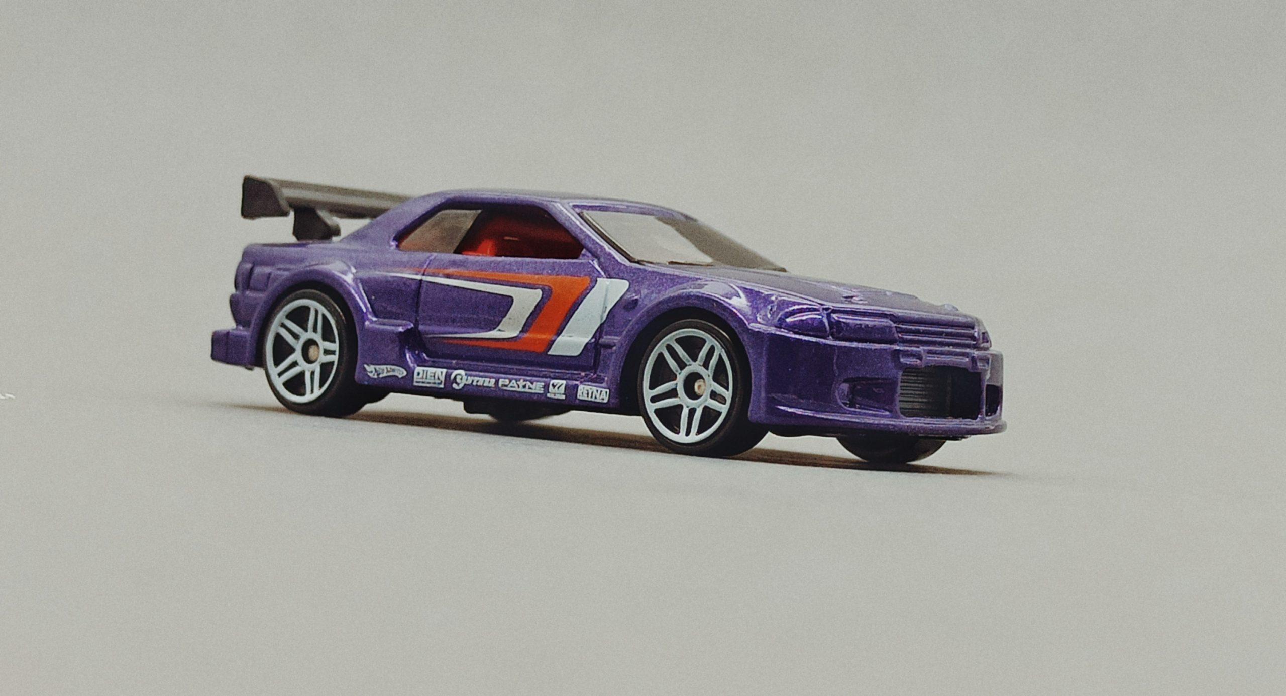 Hot Wheels Nissan Skyline (V0104) 2011 Racing Kits: Street Race (3/12) purple side angle