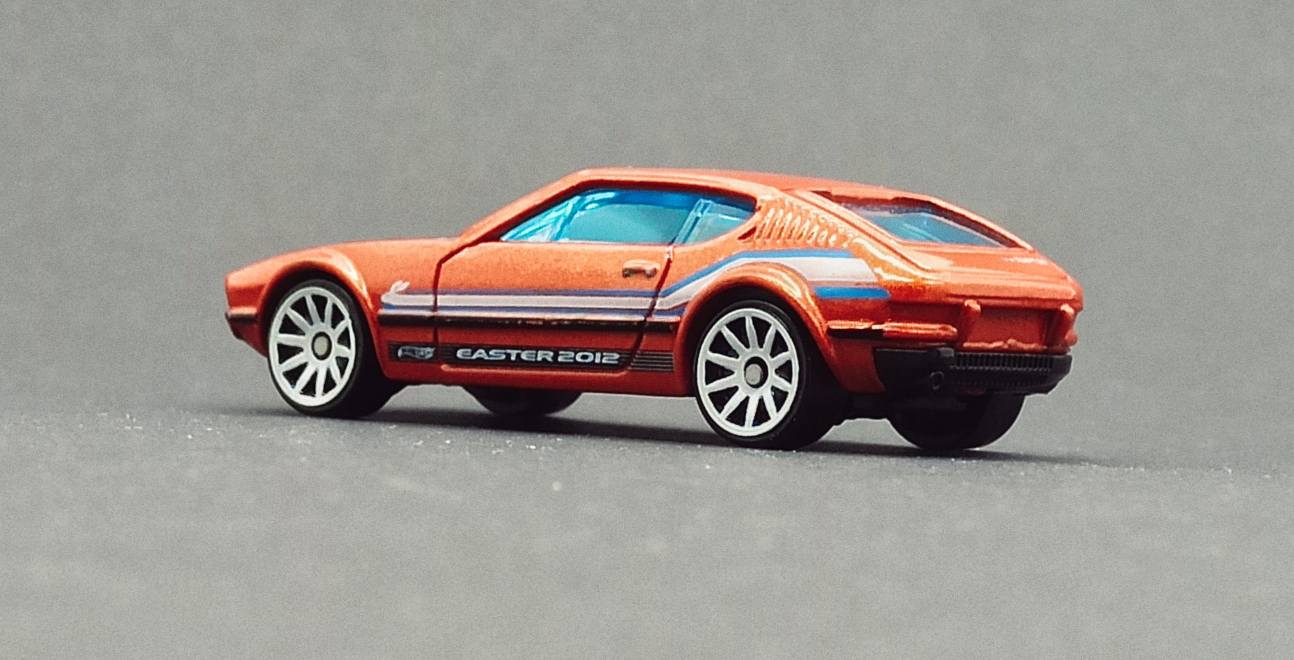Hot Wheels Volkswagen SP2 (W4020) 2012 Easter Eggsclusives orange side angle