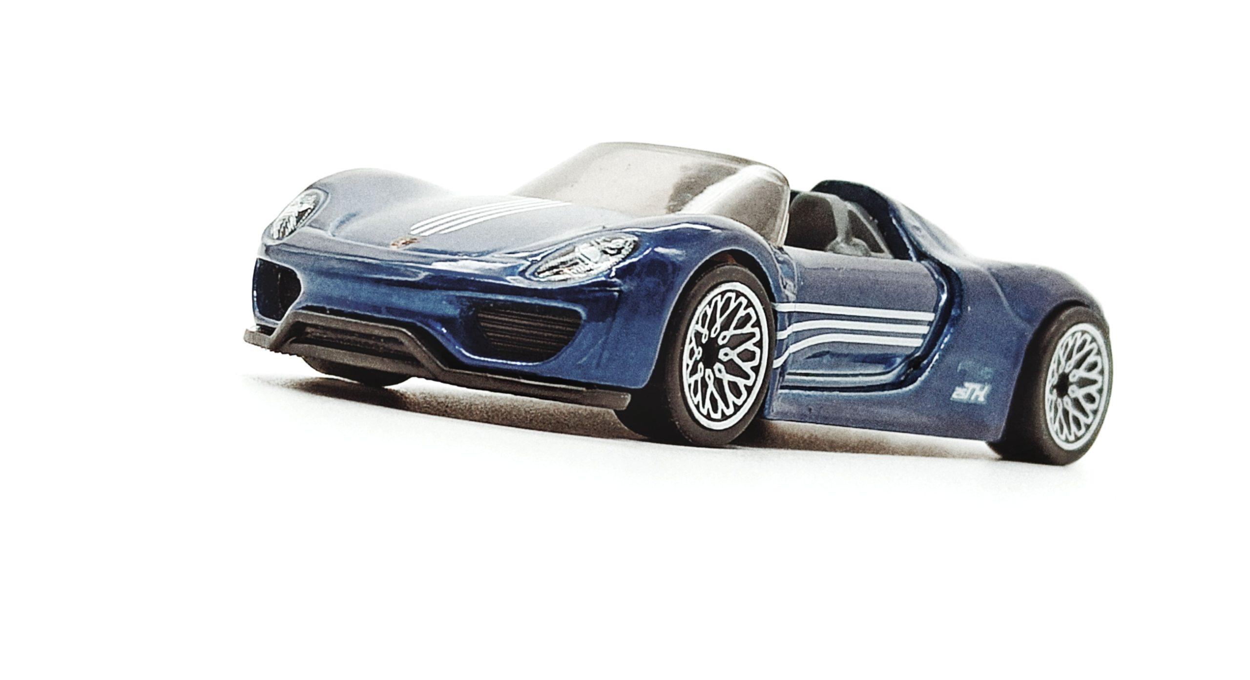 Hot Wheels Porsche 918 Spyder (2018 model) (GHG26) 2020 (94/250) Porsche (5/5) spectraflame blue Super Treasure Hunt (STH) side angle