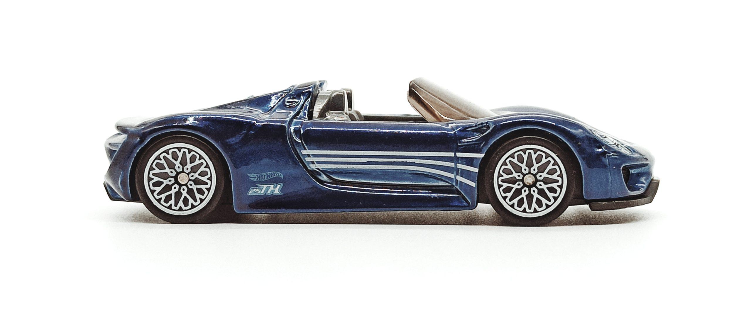 Hot Wheels Porsche 918 Spyder (2018 model) (GHG26) 2020 (94/250) Porsche (5/5) spectraflame blue Super Treasure Hunt (STH) side