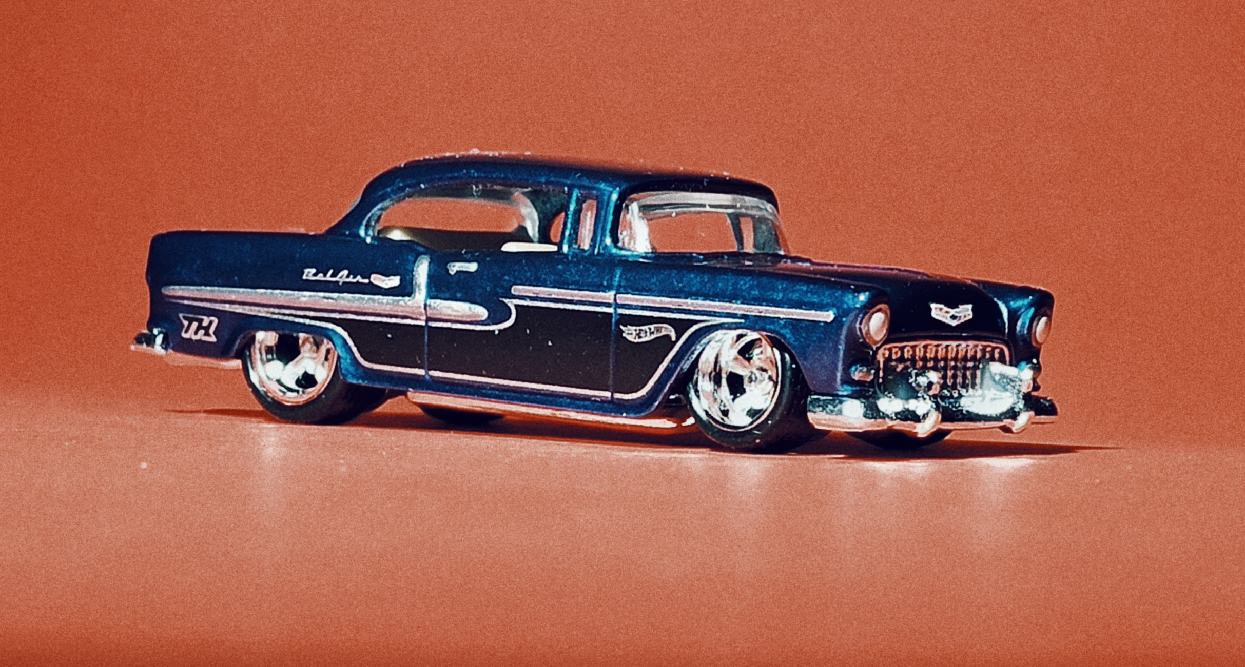 Hot Wheels '55 Chevy () 2020 (20/250) Chevy Bel Air (175) spectraflame blue Super Treasure Hunt (STH) side angle
