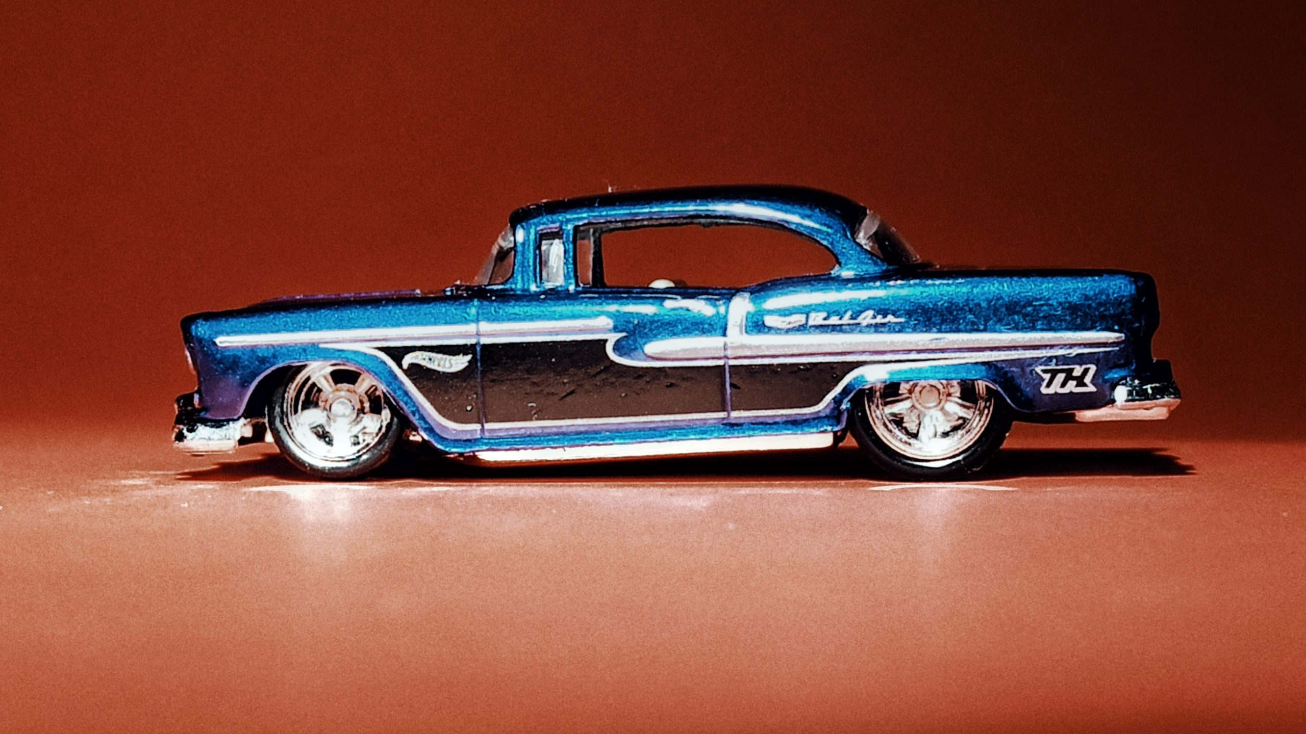 Hot Wheels '55 Chevy () 2020 (20/250) Chevy Bel Air (175) spectraflame blue Super Treasure Hunt (STH) side