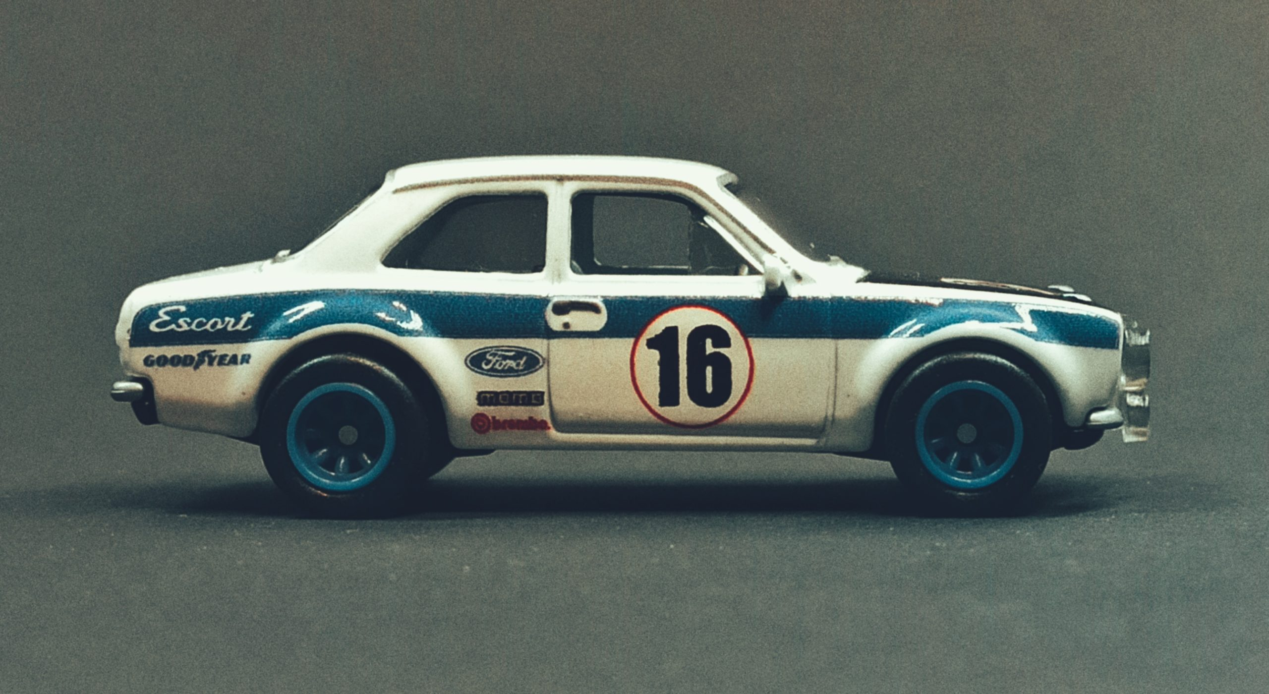 Hot Wheels '70 Ford Escort RS1600 2021 Ford Race Team Collector Set white side