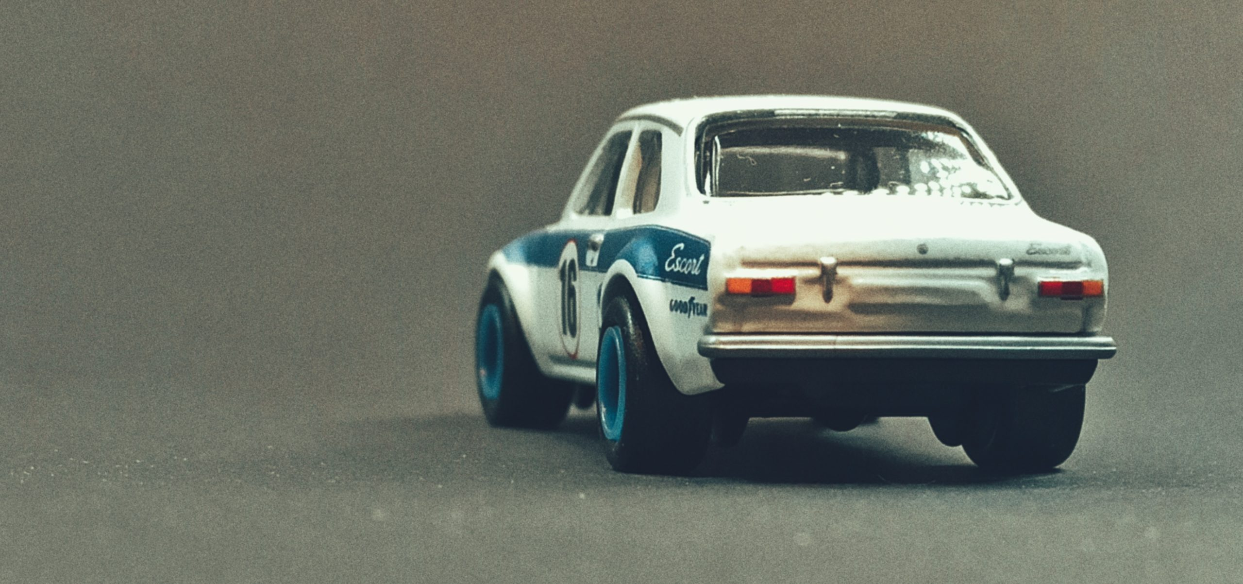 Hot Wheels '70 Ford Escort RS1600 2021 Ford Race Team Collector Set white back angle