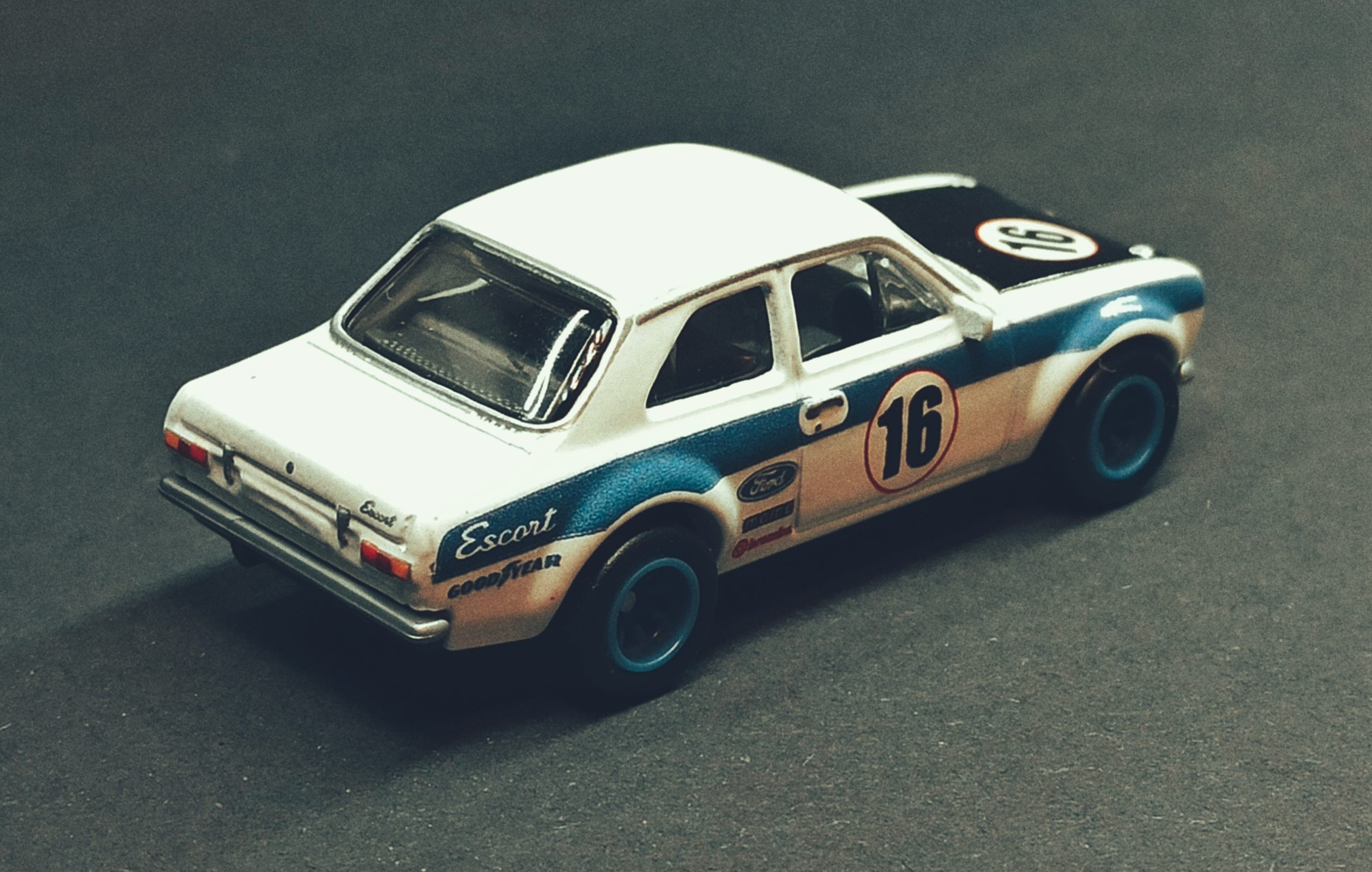 Hot Wheels '70 Ford Escort RS1600 2021 Ford Race Team Collector Set white top angle
