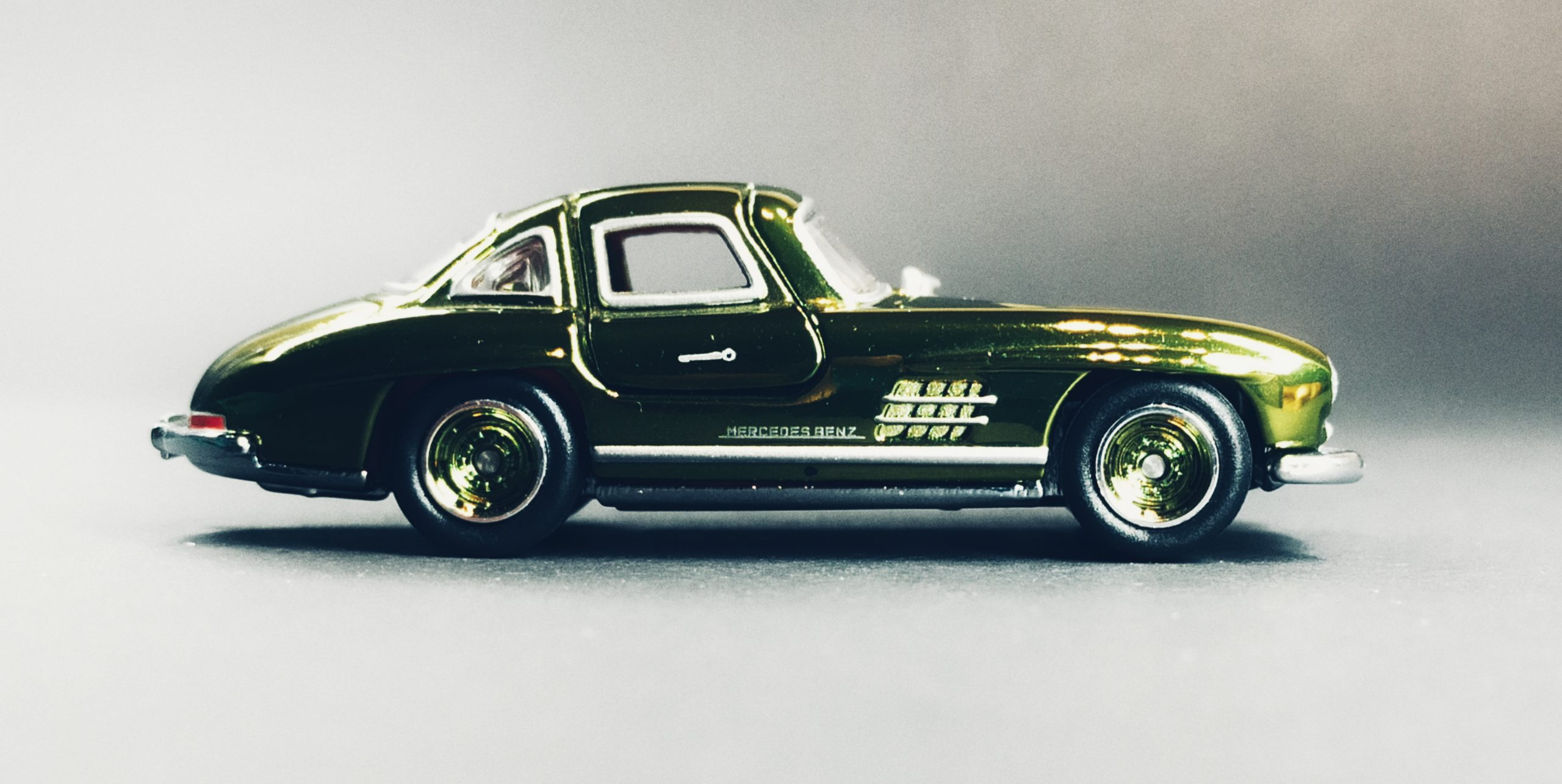 Hot Wheels '55 Mercedes-Benz 300 SL (GDF83) 2019 RLC Exclusive (1 of 12.500) spectraflame green side
