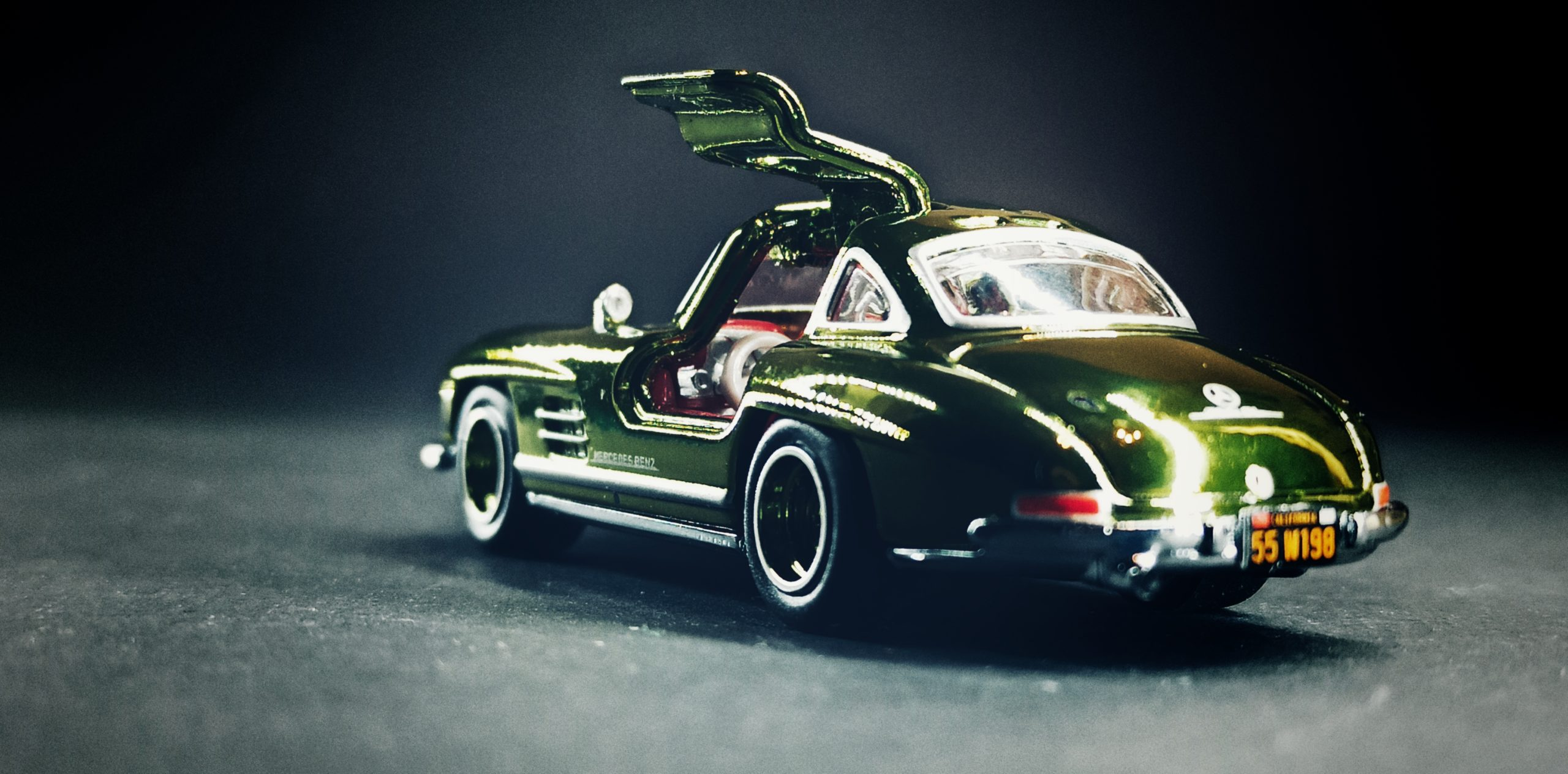Hot Wheels '55 Mercedes-Benz 300 SL (GDF83) 2019 RLC Exclusive (1 of 12.500) spectraflame green back angle