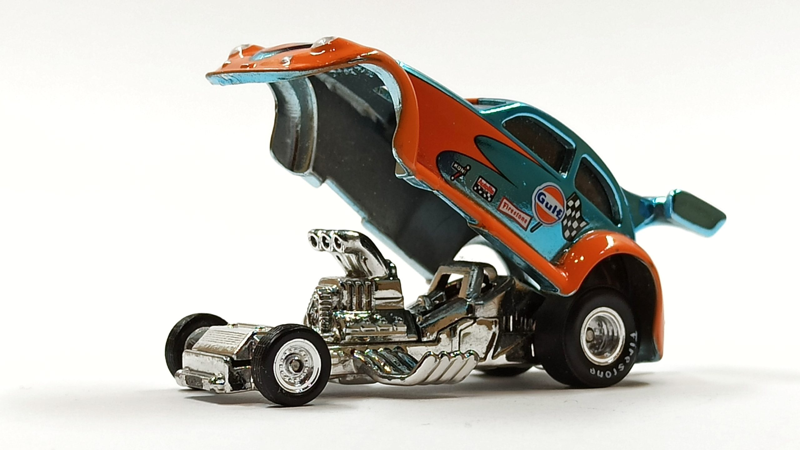 Hot Wheels Custom '56 Volkswagen Drag Beetle (Y0452) 2013 HWC Gulf Racing (3/4) (1 of 4.000) spectraflame light blue (Gulf) side angle open chassis